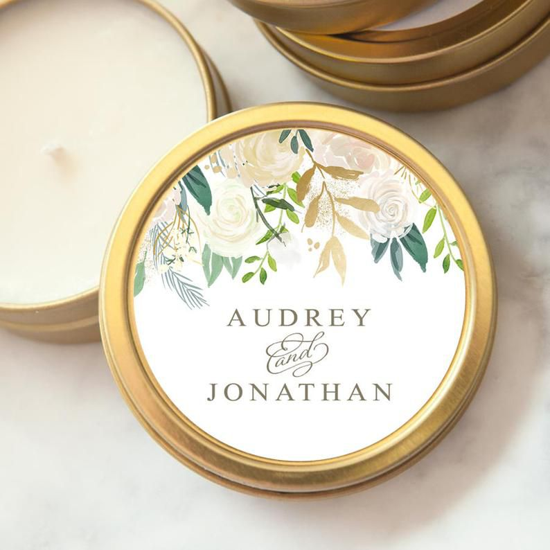 Wedding favor candle with florals