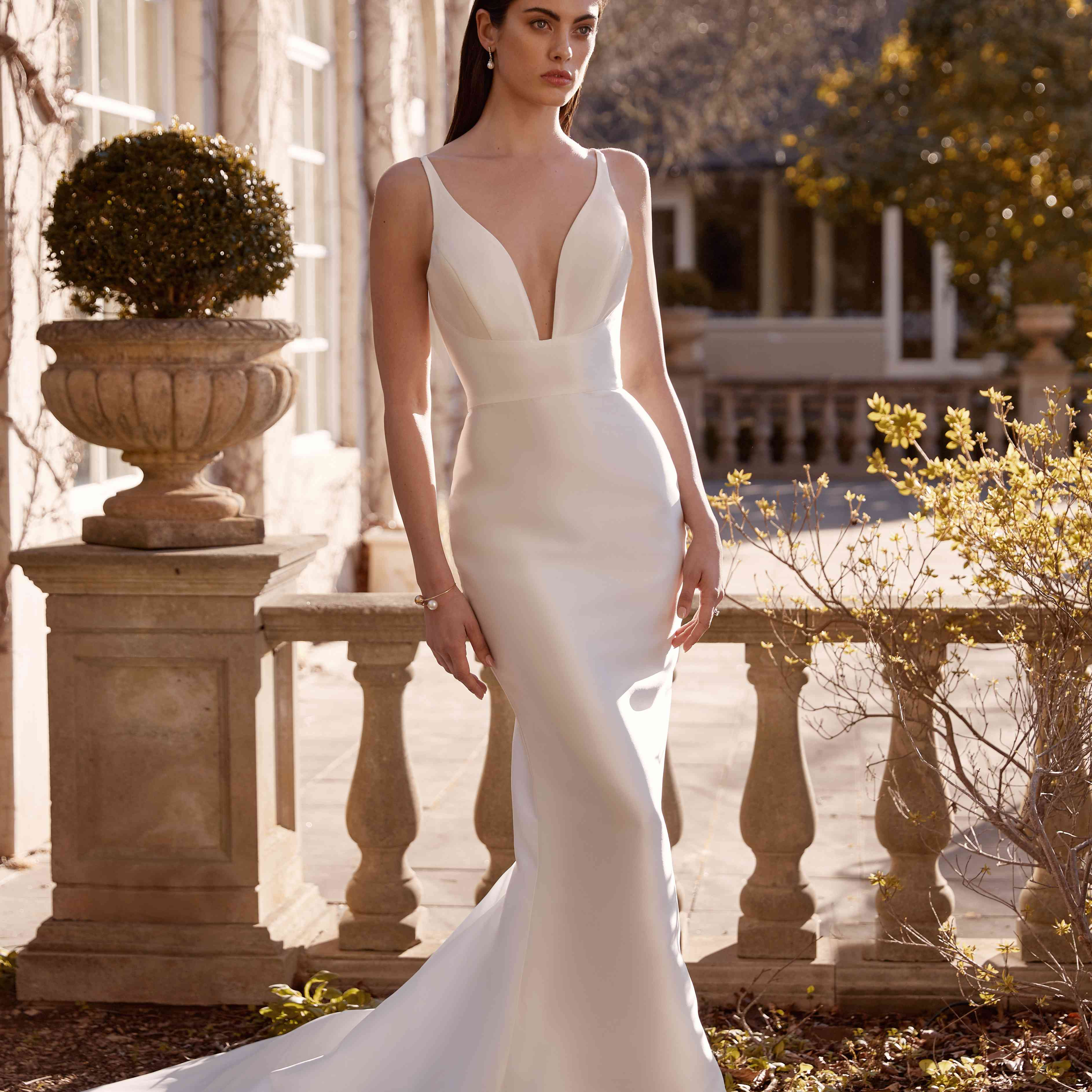 Edith sleeveless wedding dress