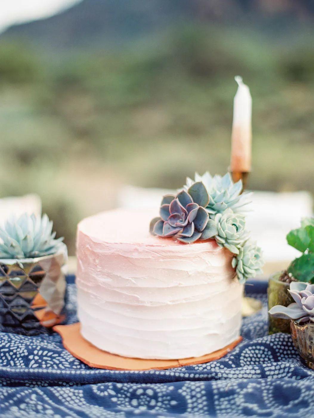 single tier cake on blue fabric