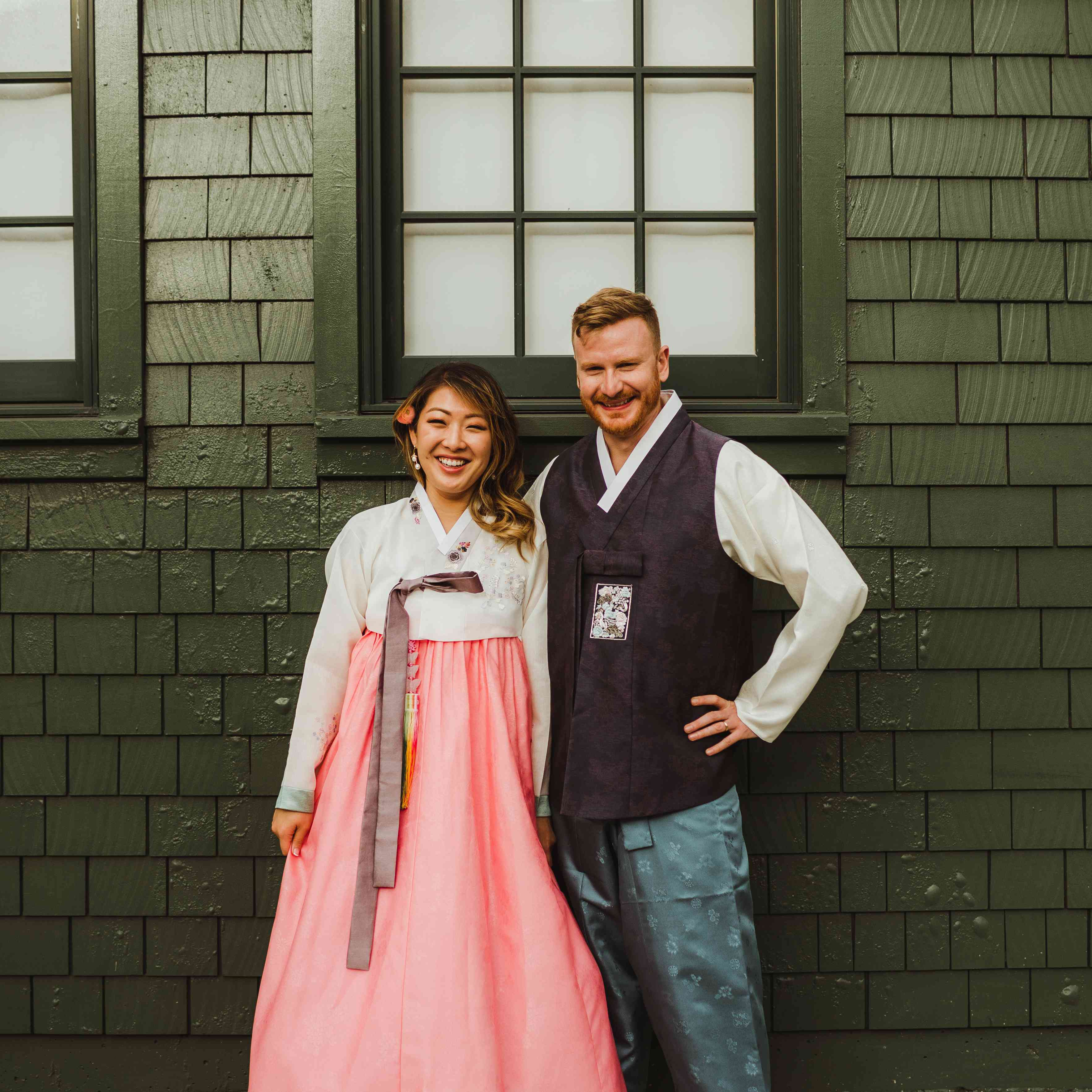 <p>Bride and groom in traditional clothing</p><br><br>