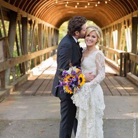 Kelly Clarkson marries Brandon Blackstock in Temperley Bridal, 2013
