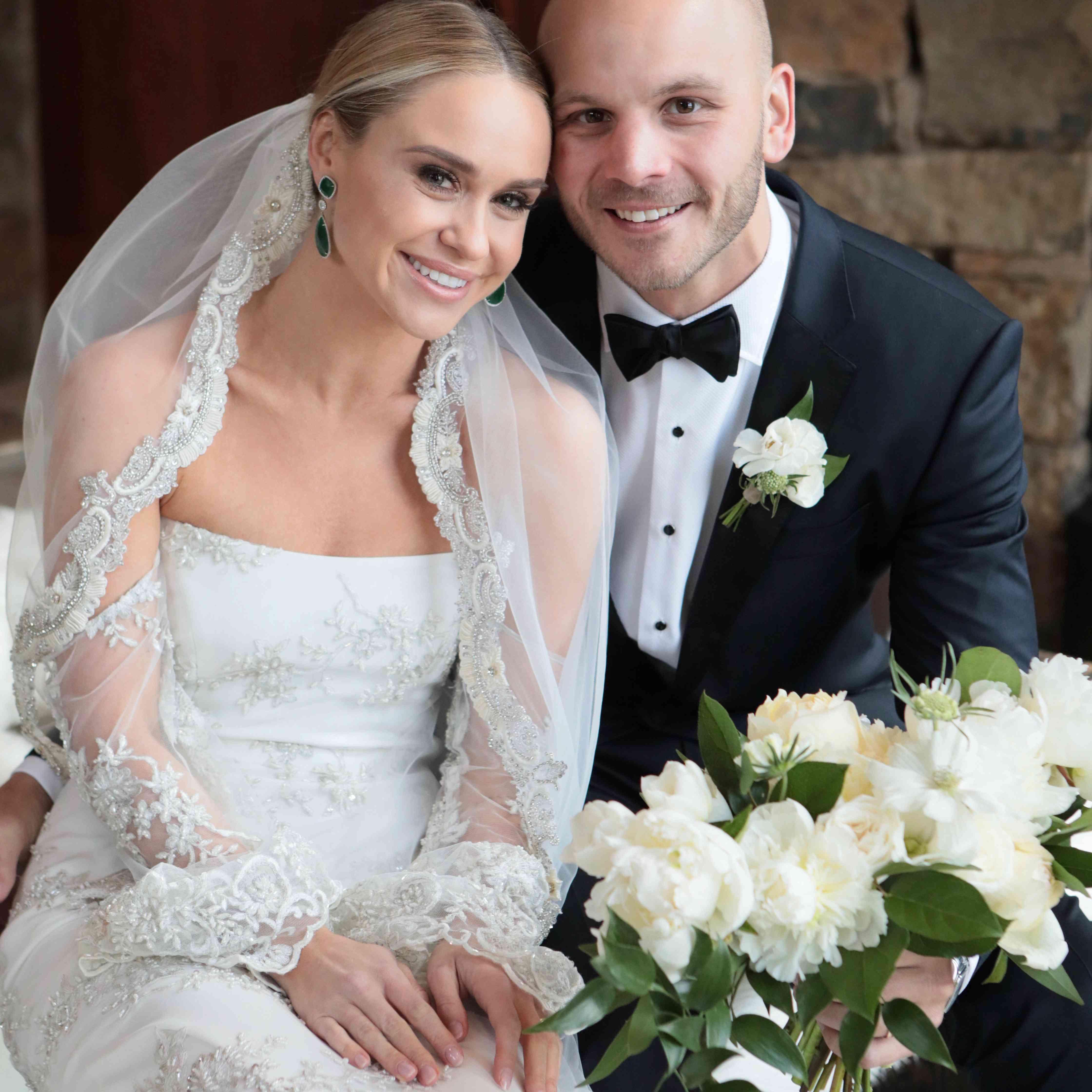 Ecr Wedding In A Week Facebook: Glee 's Becca Tobin Is Married! See Her Exclusive Wedding