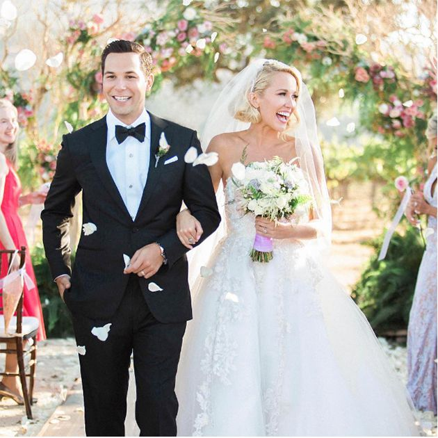 Anna Camp Wedding.Anna Camp And Skylar Astin Are Married See Their Pitch Perfect