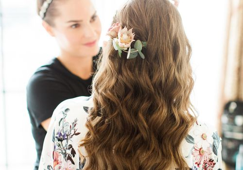 <p>bride getting ready</p>