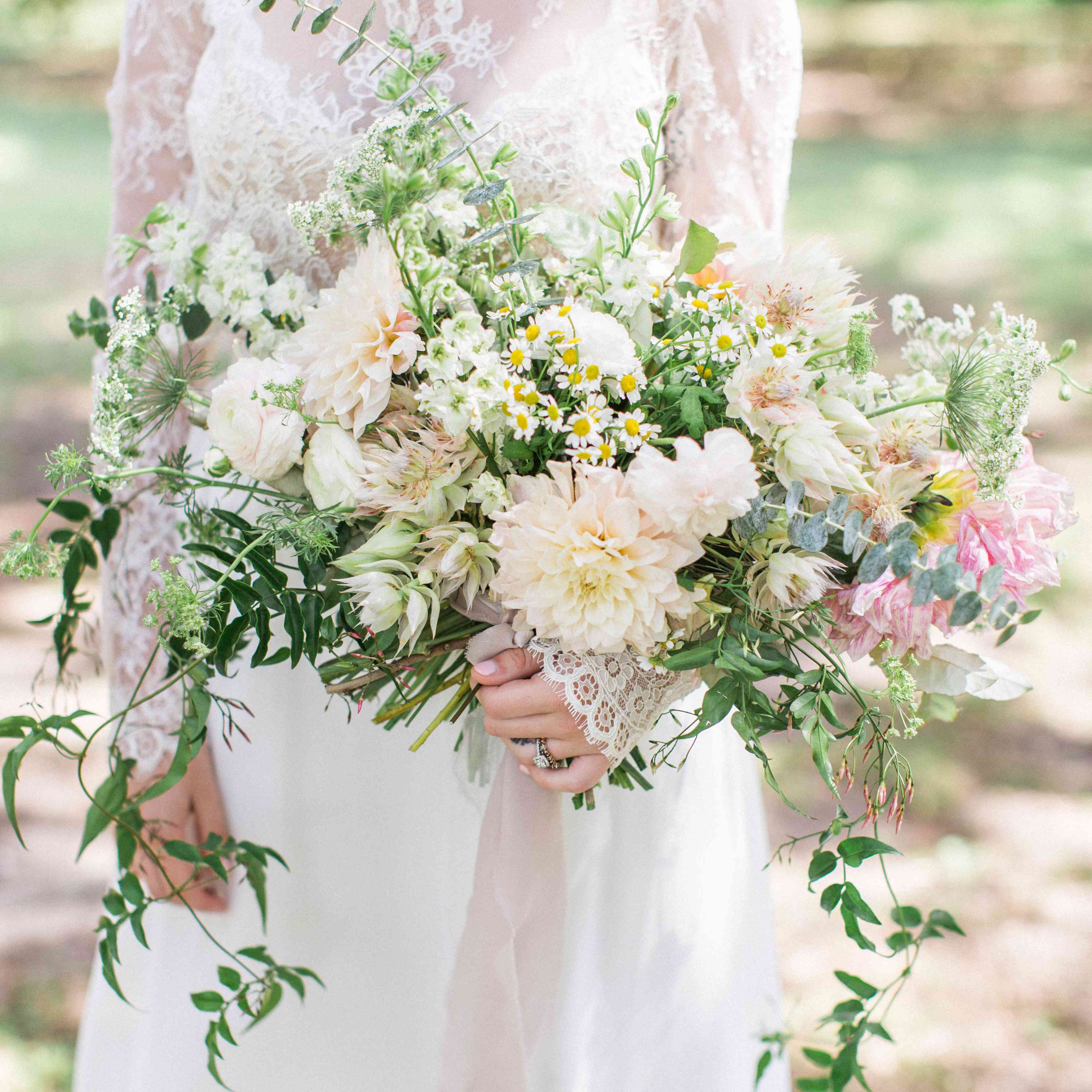 Insanely Stunning Spring Wedding Bouquets