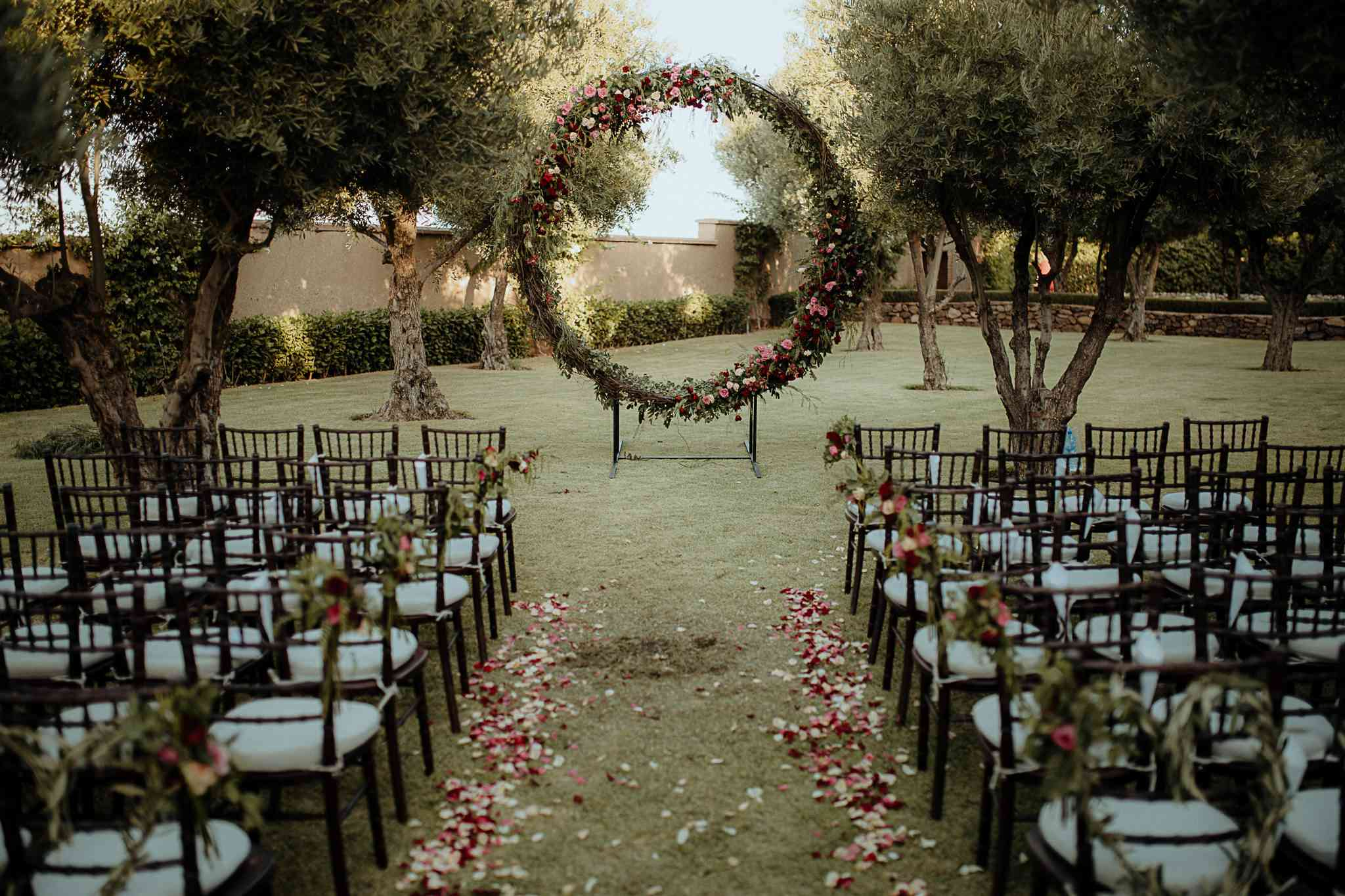 Moroccan wedding with circular arch