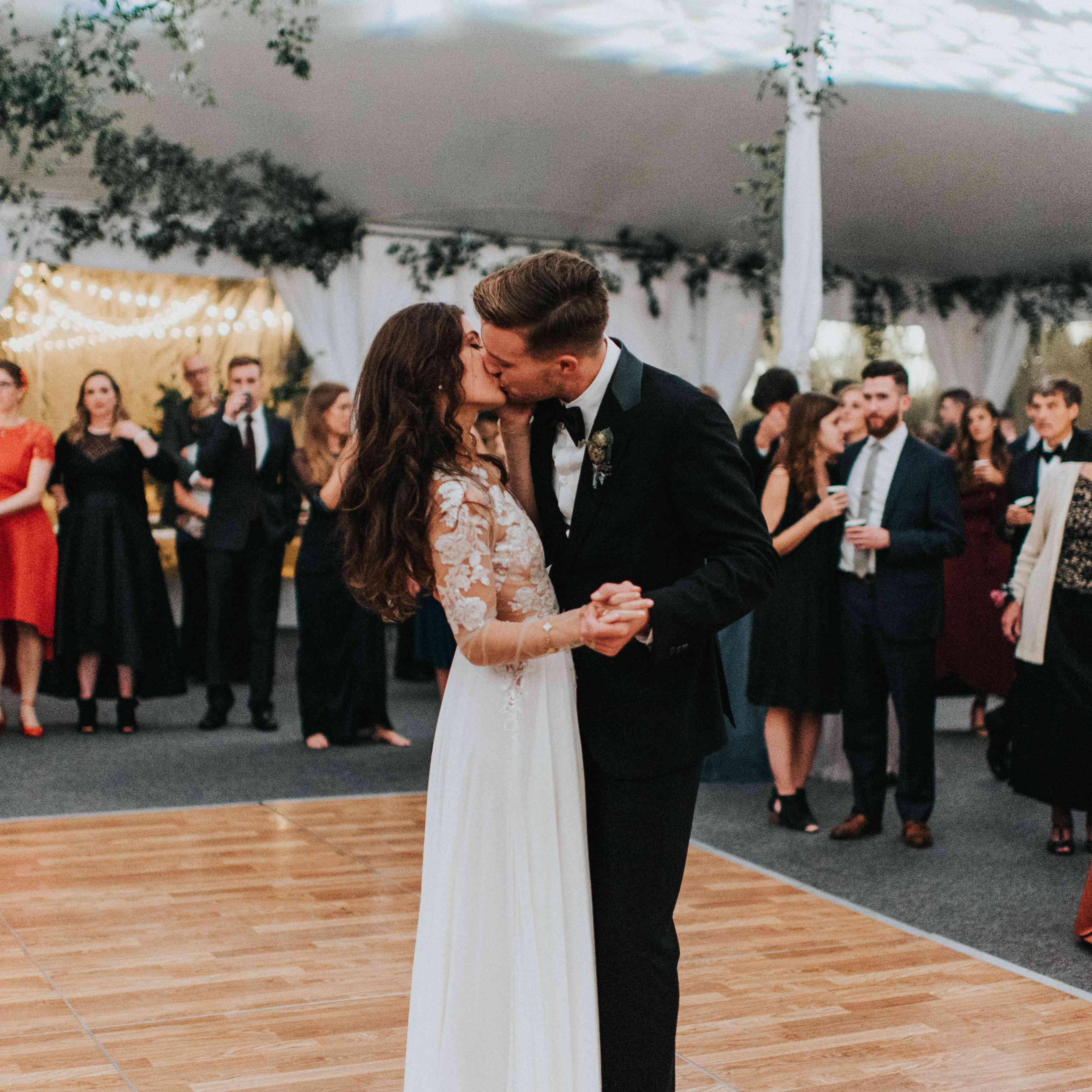 personalized michigan wedding, bride groom first dance