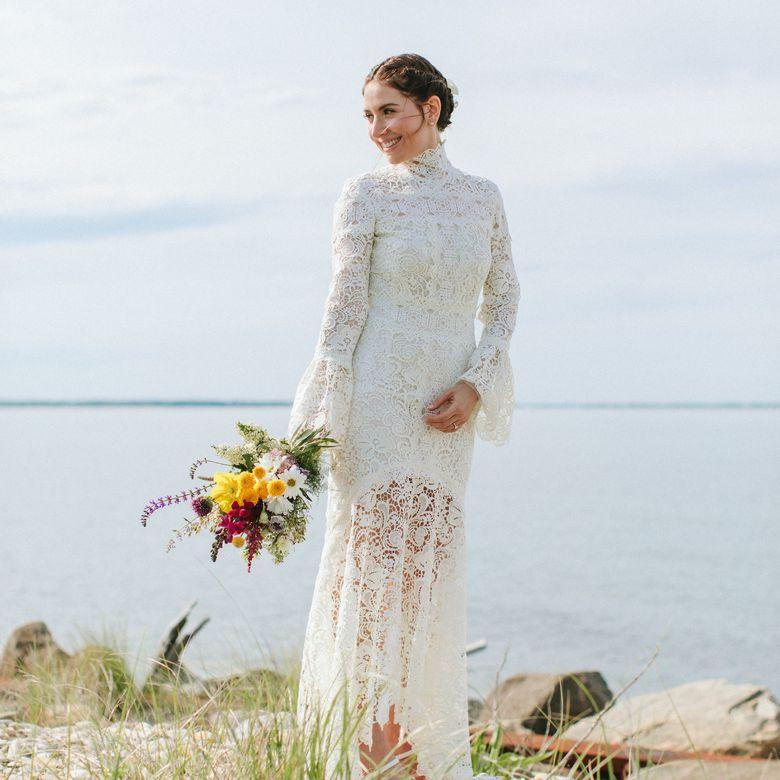 <p>bride beach wedding</p>