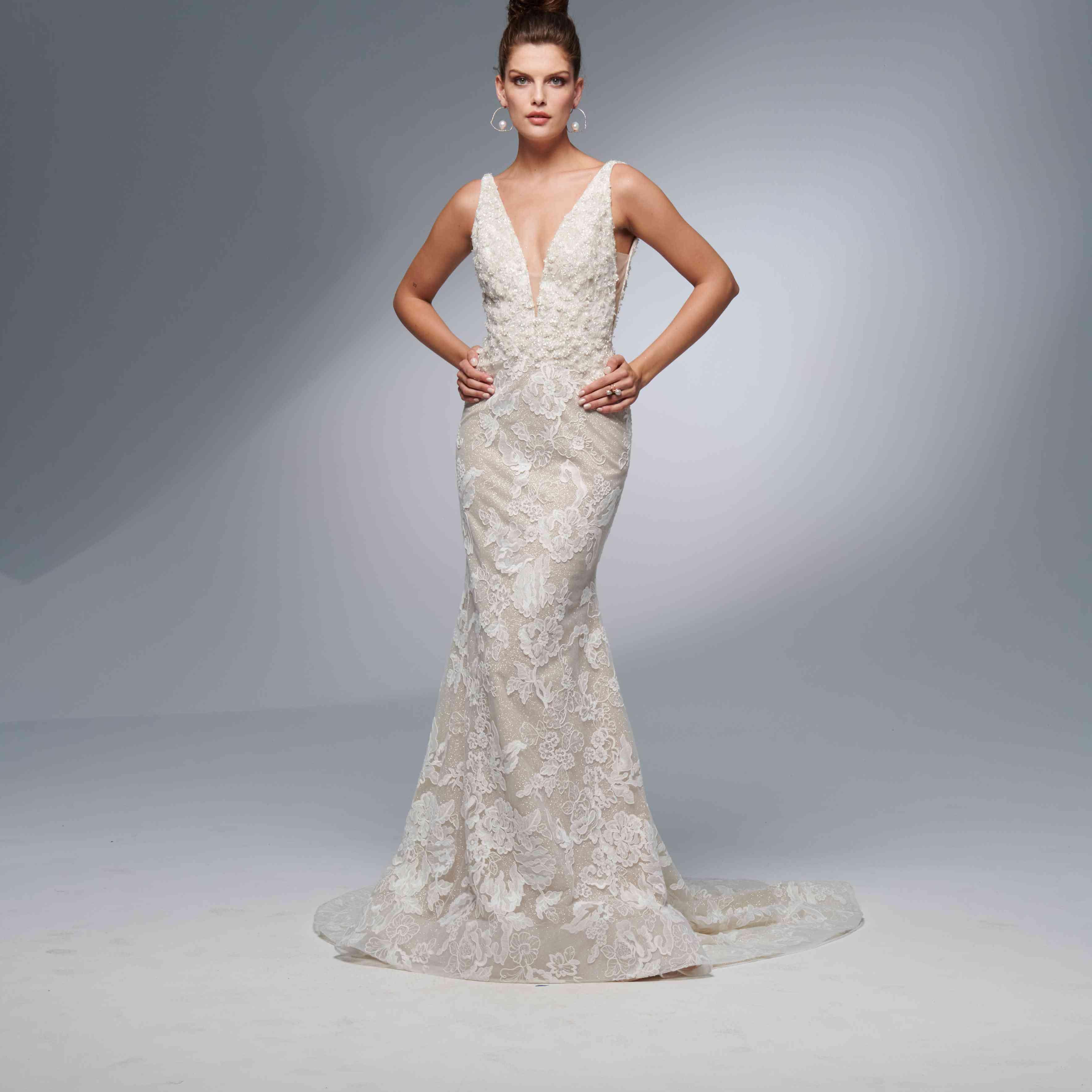 Hope sleeveless trumpet wedding dress