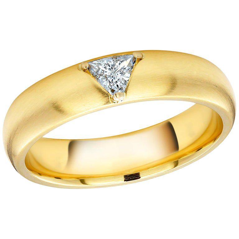 1stDibs 18 Karat Yellow Gold One Triangle Diamond Band