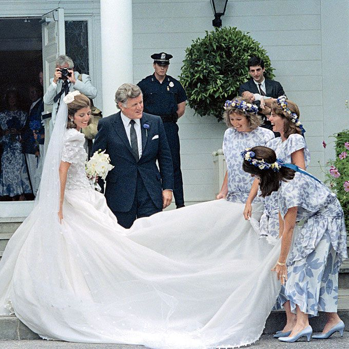 Caroline Kennedy marries Edwin Schlossberg in Carolina Herrera, 1986