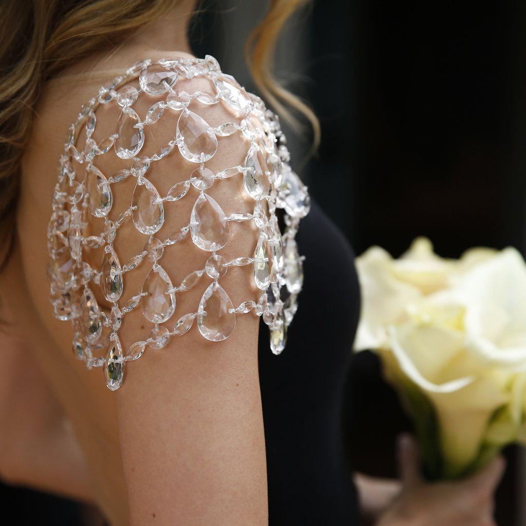 minimalist california wedding, bridesmaid holding lillies