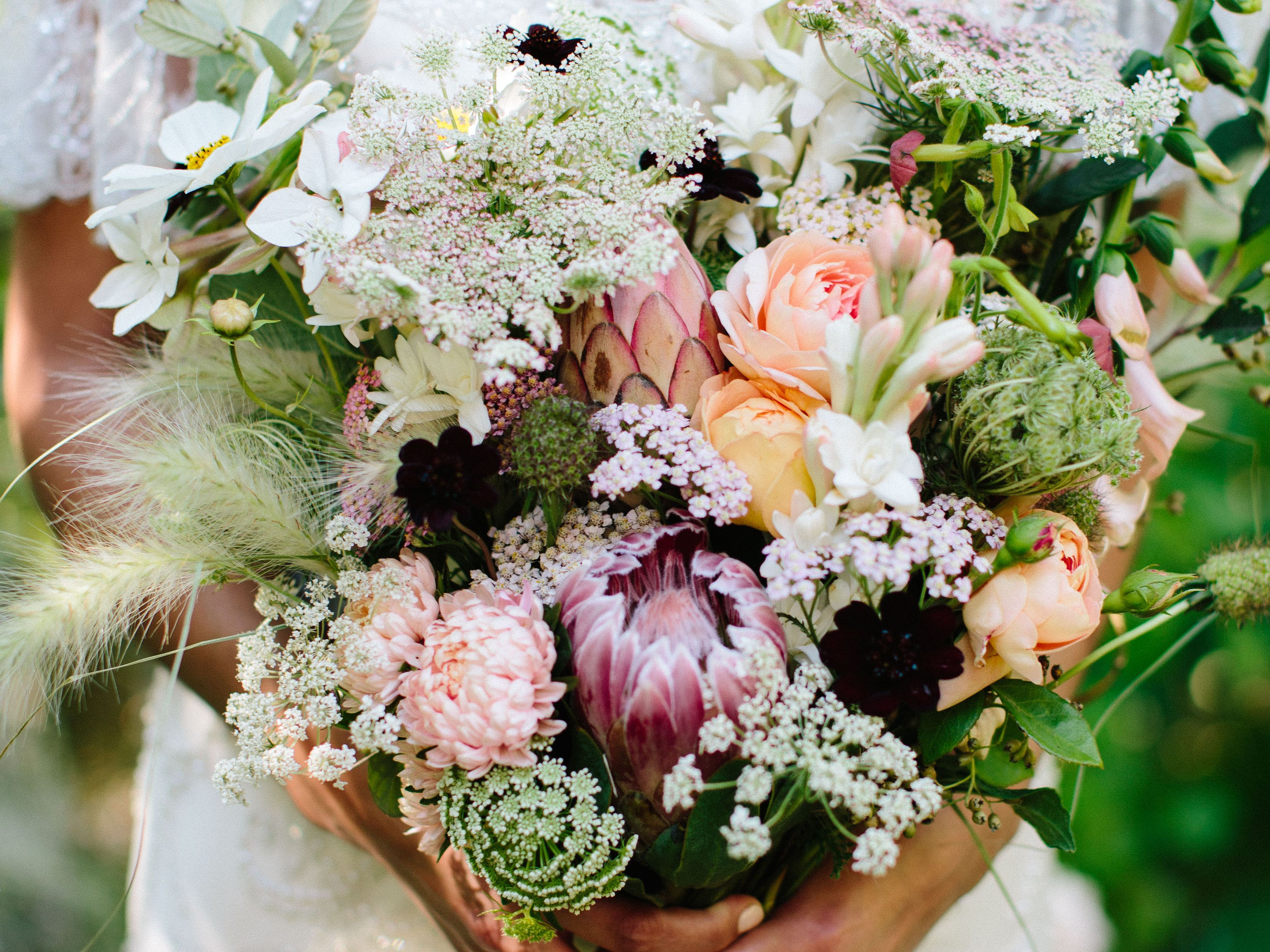 5 Wedding Bouquet Etiquette Questions Answered