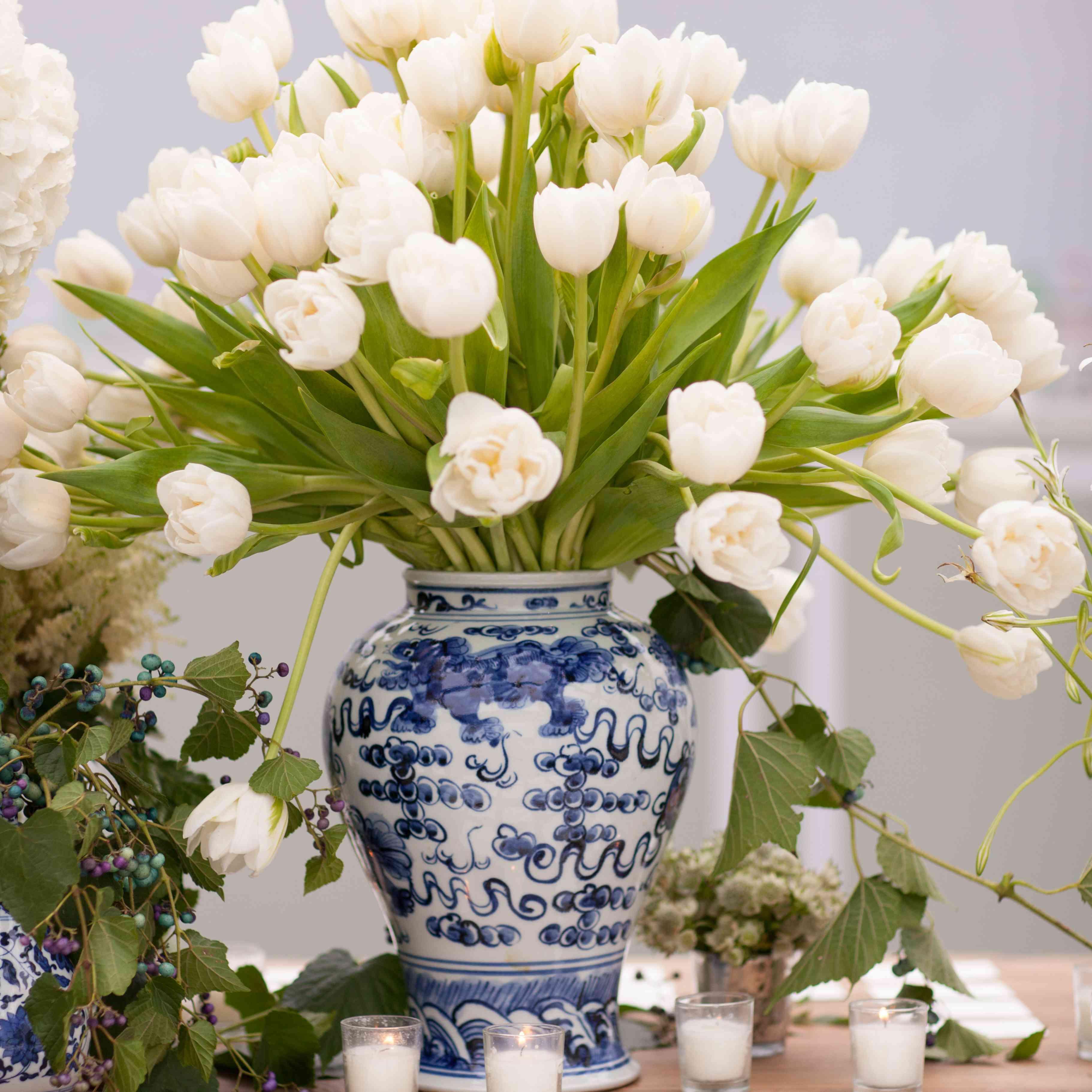 Flower arrangement and escort cards