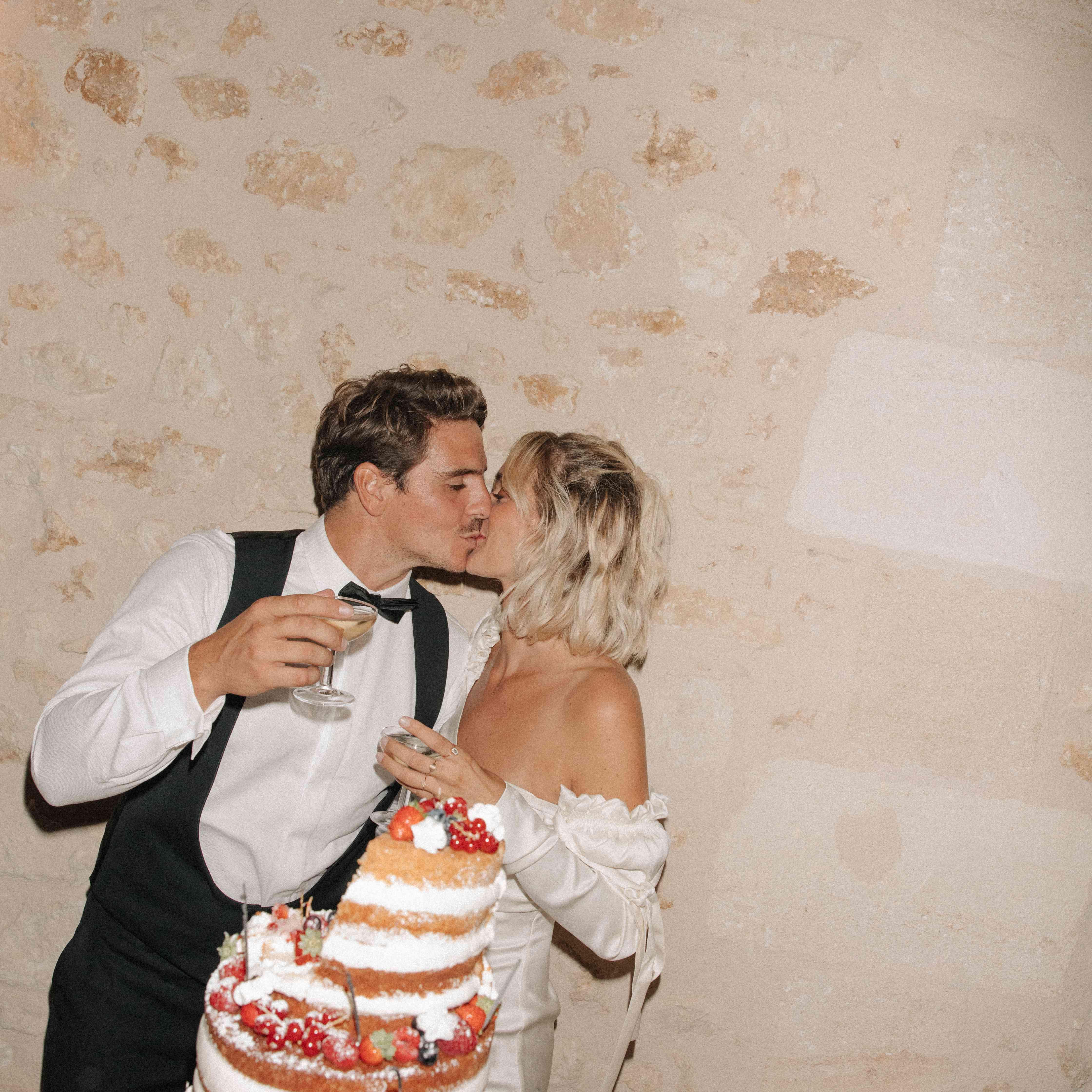 <p>wedding cake</p><br><br>
