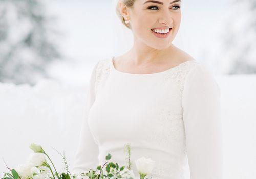<p>bride beauty shot</p>