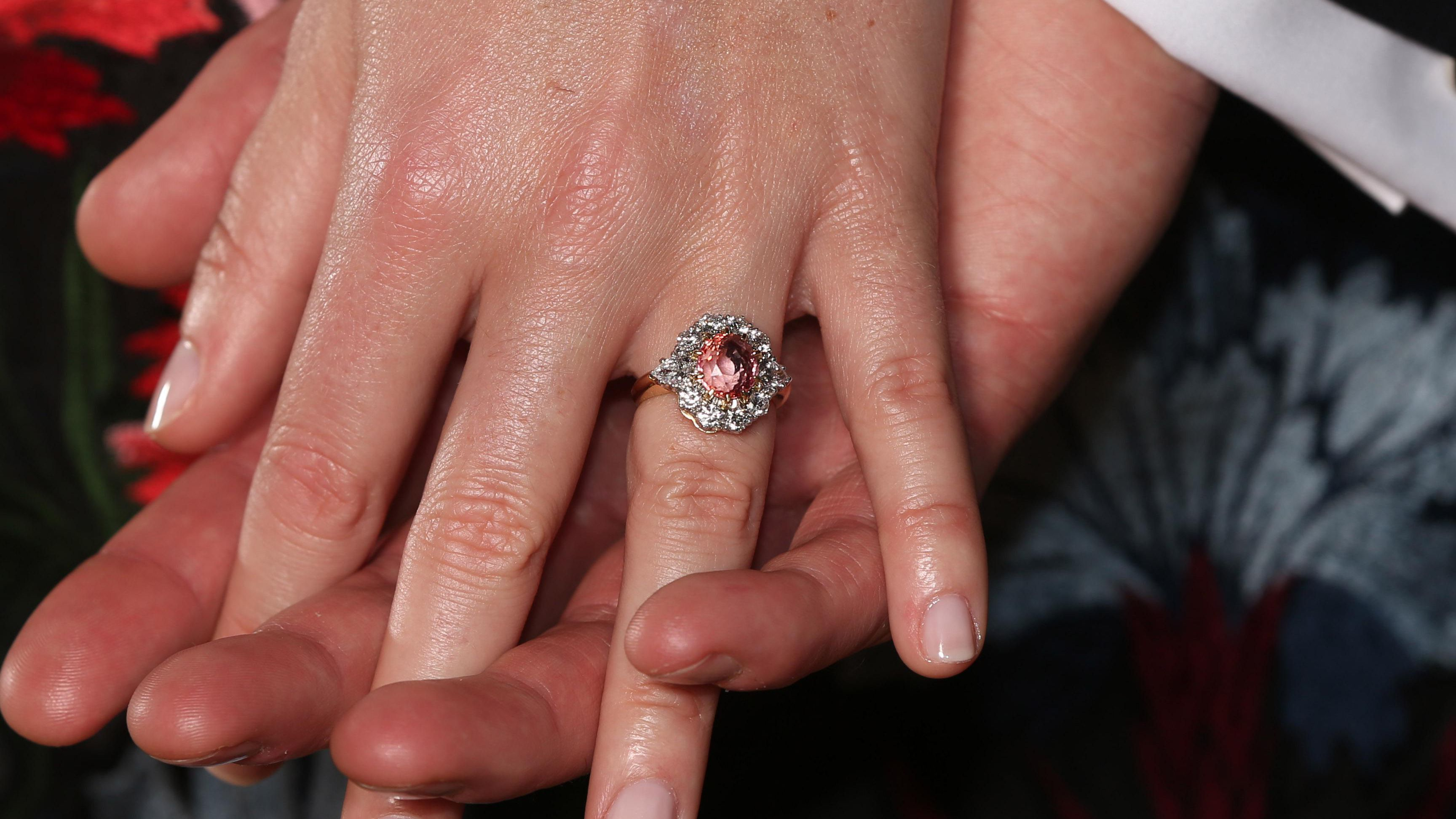 Princess Eugenie S Engagement Ring Get The Look