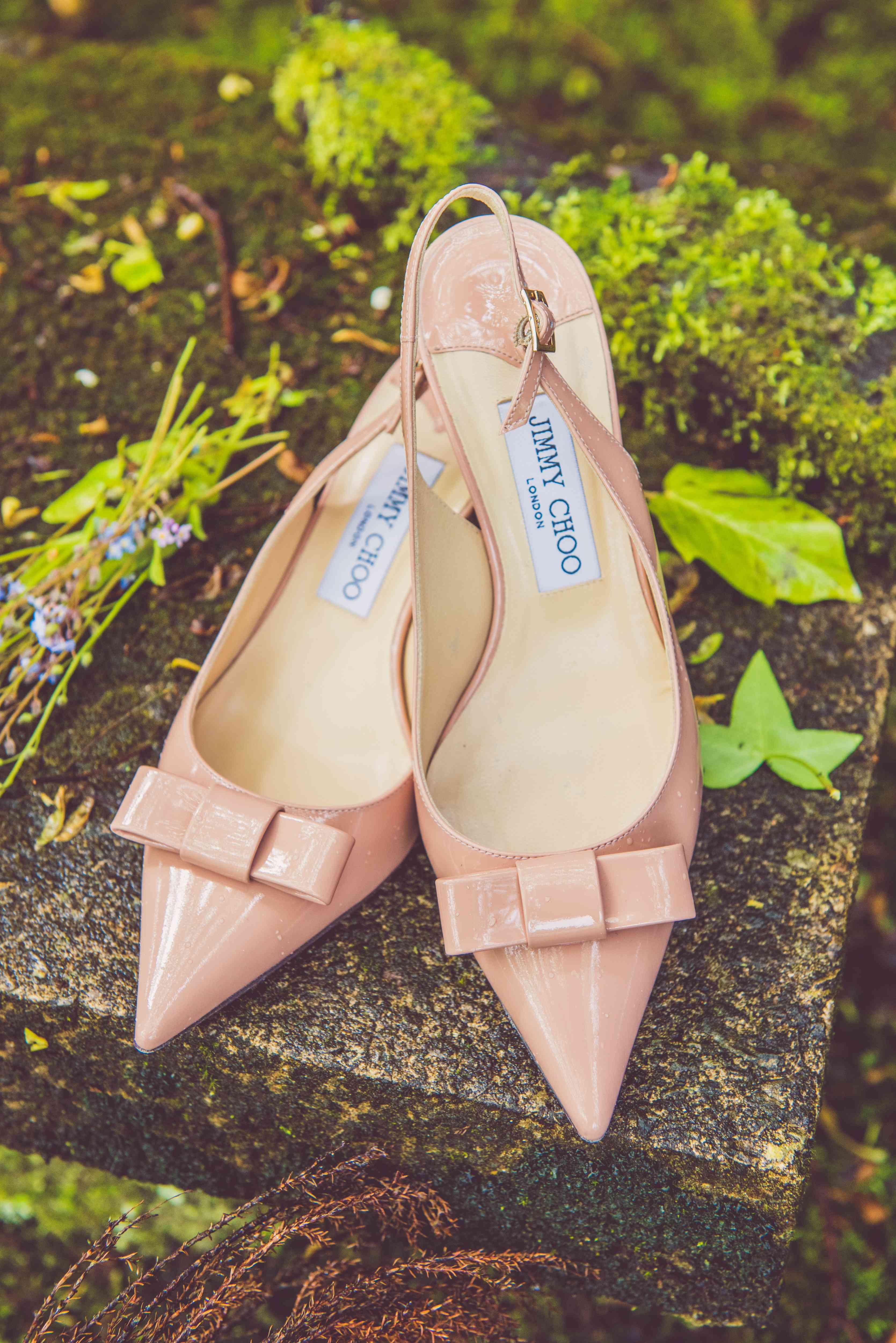 Patent leather slingbacks with bow in pink.