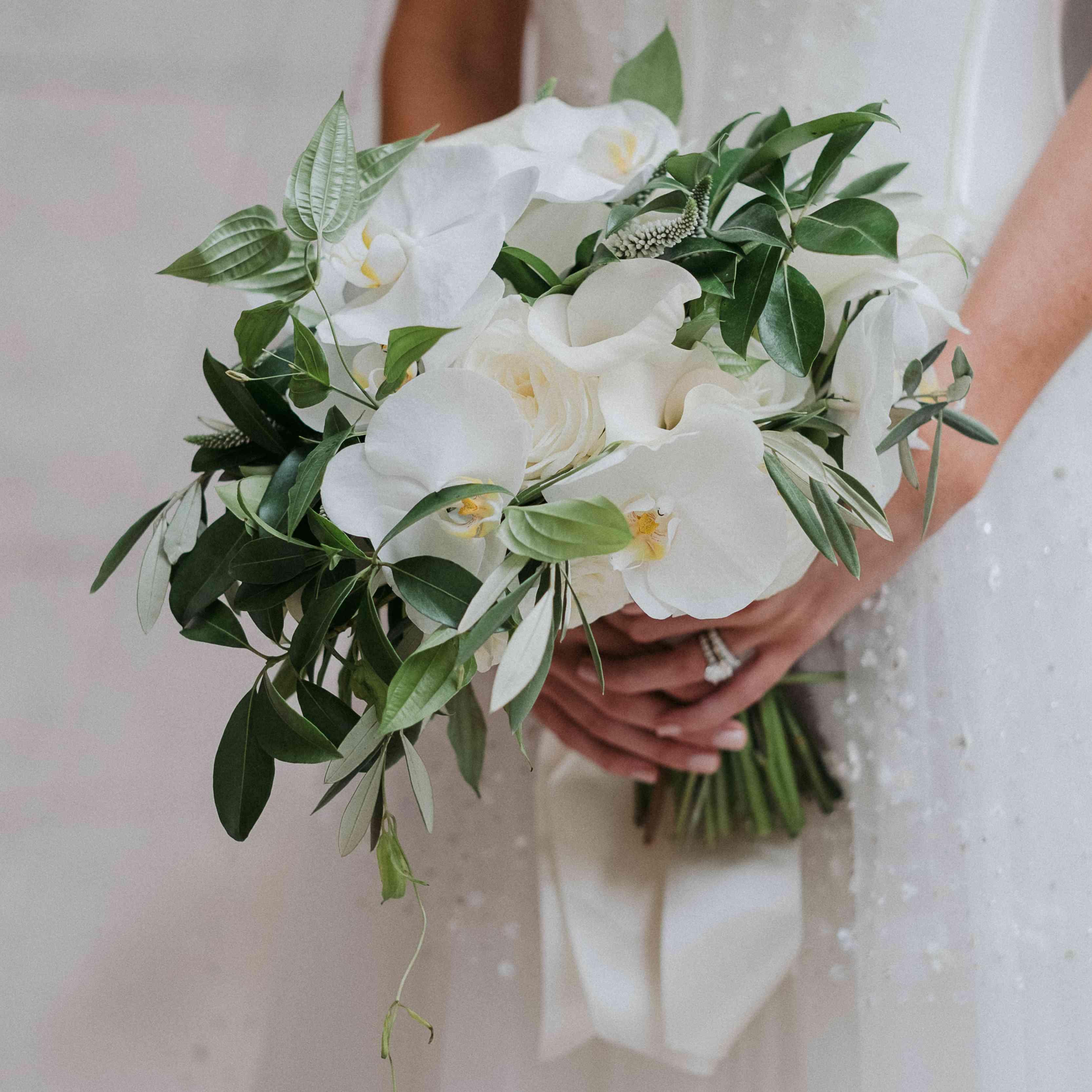 <p>White bouquet</p>
