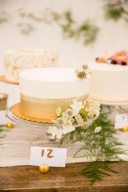 <p>Metallic Wedding Cake</p>