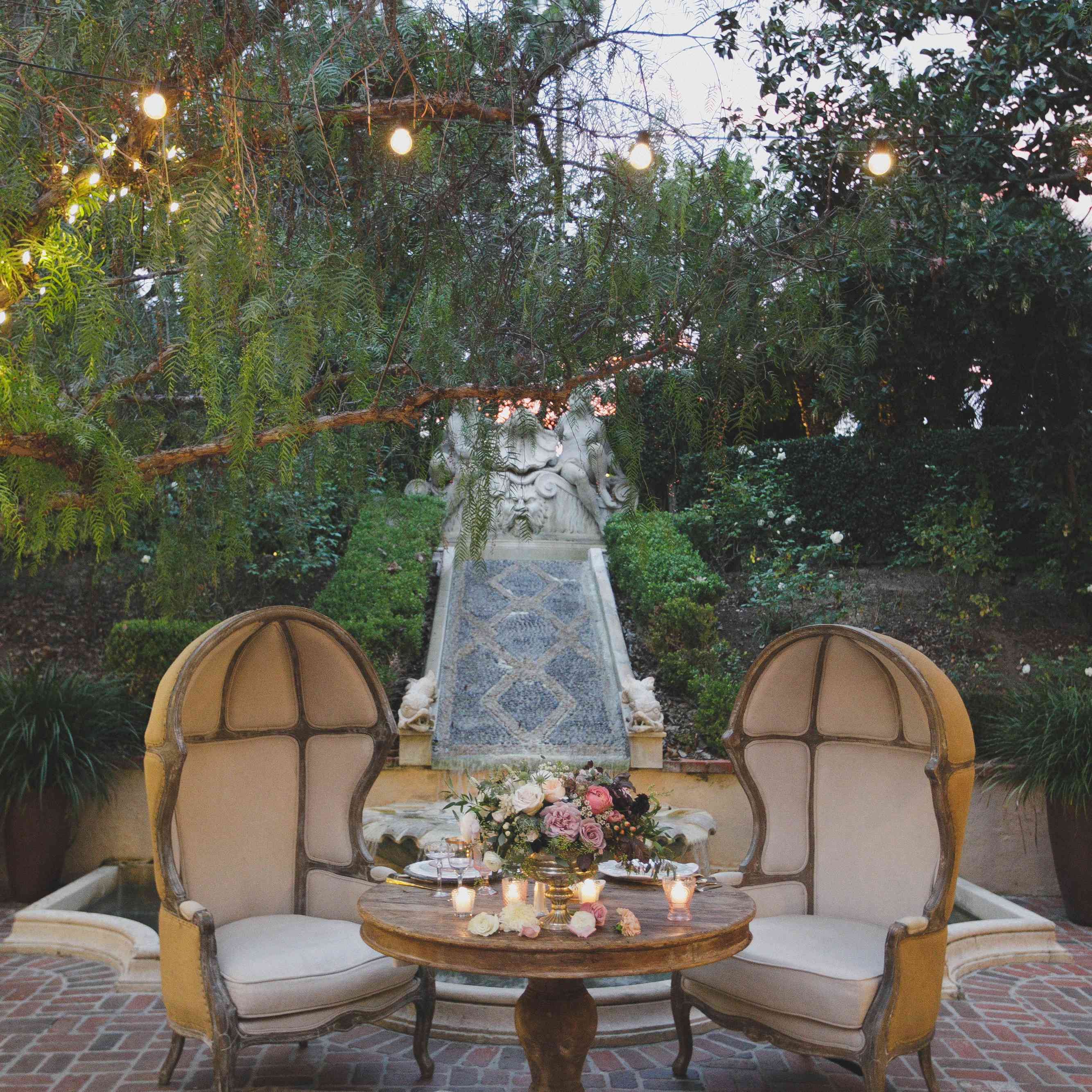 <p>Sweetheart Table</p><br><br>
