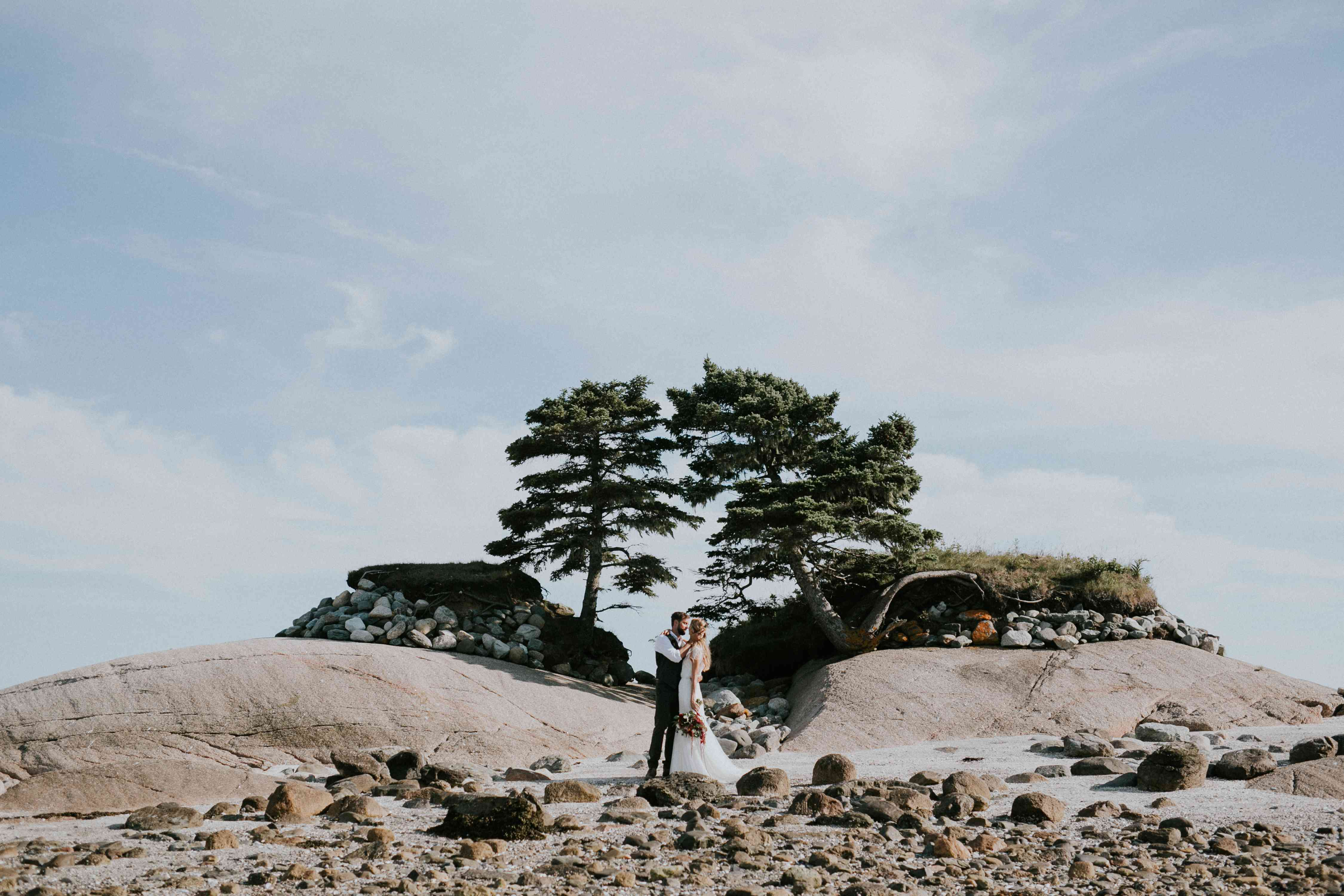 <p>Wedding photo at Lookout Inn in Maine</p>