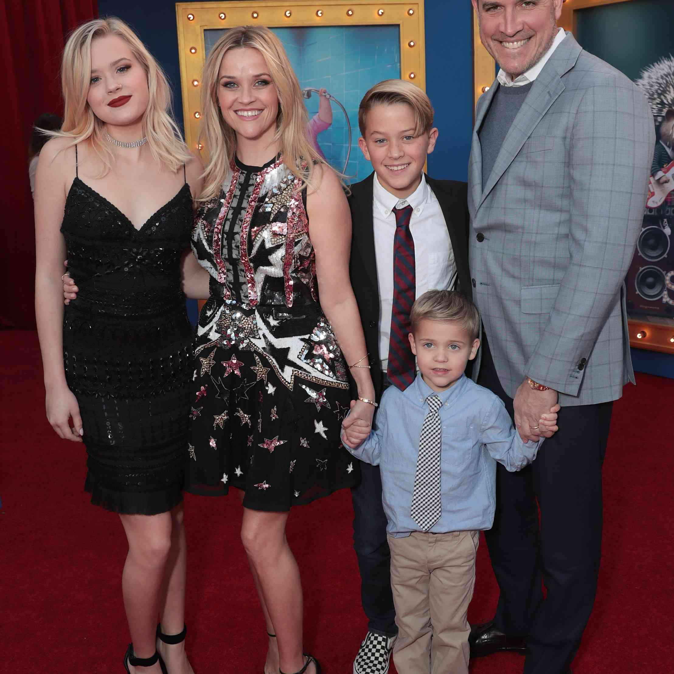 Reese Witherspooon, Jim Toth, and their children