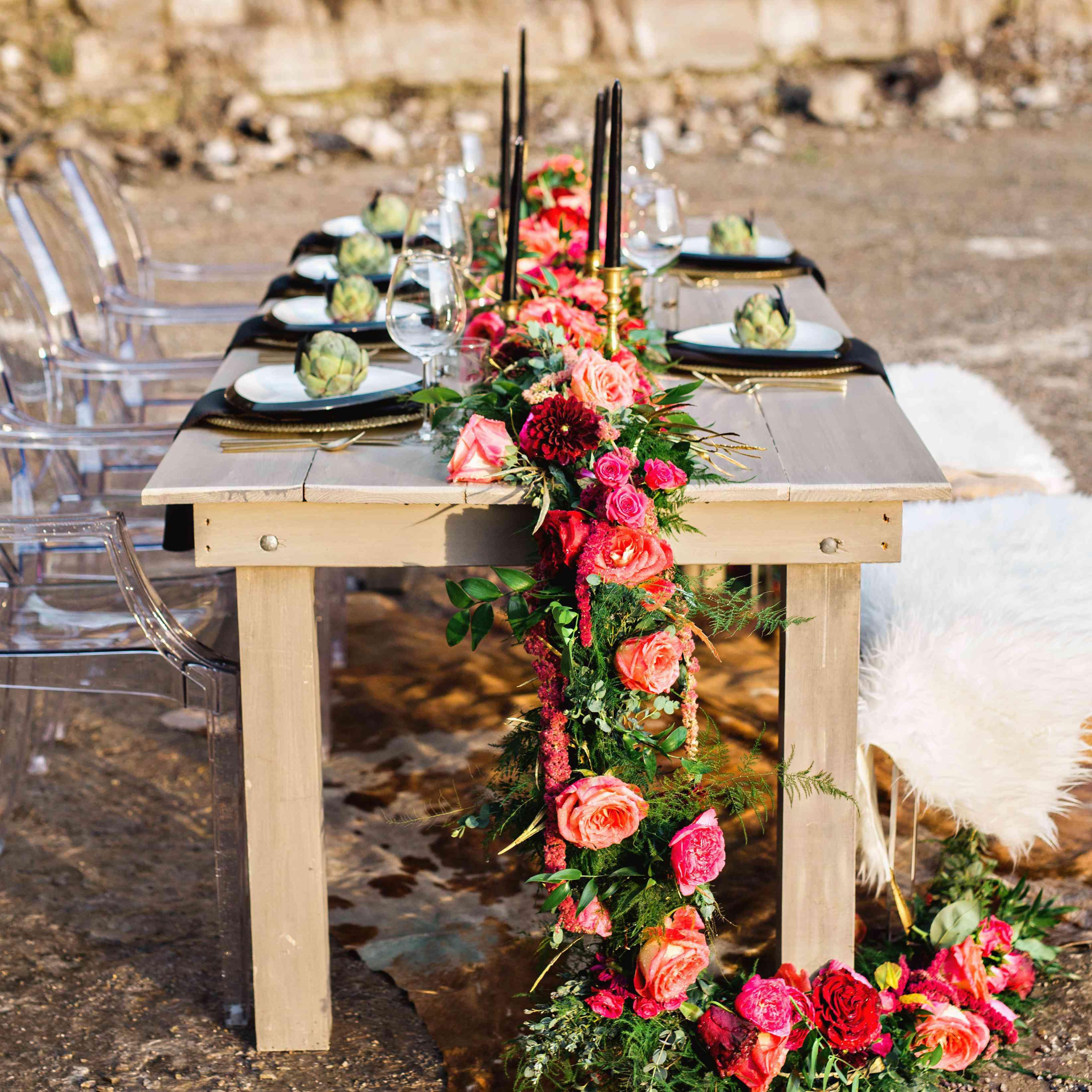 0e602b2276 31 Fresh Flower Table Runners for Every Wedding Style