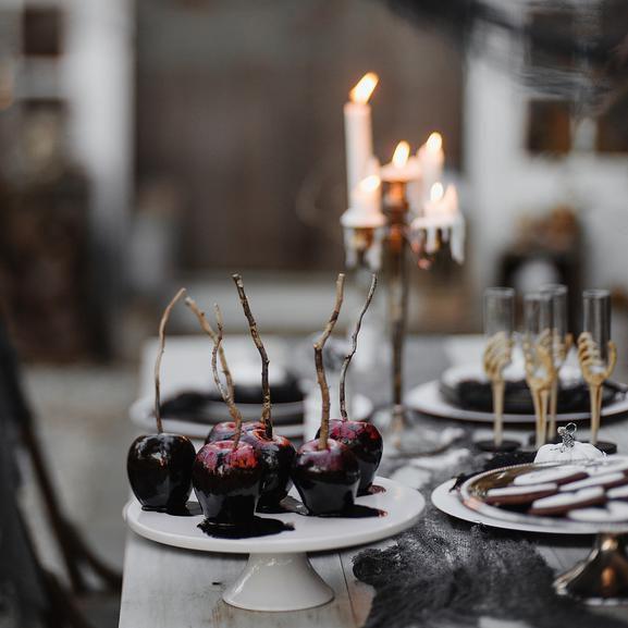 Winter Wedding Food: Winter Wedding Cake Flavor Ideas