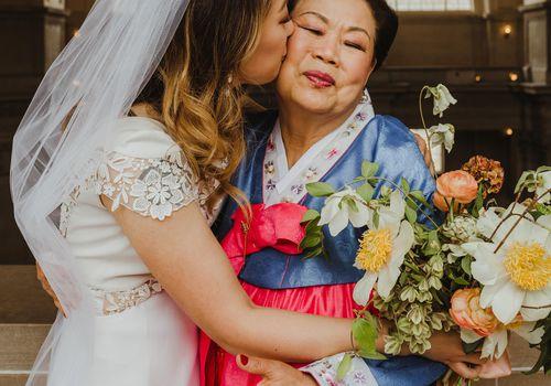 bride with mom