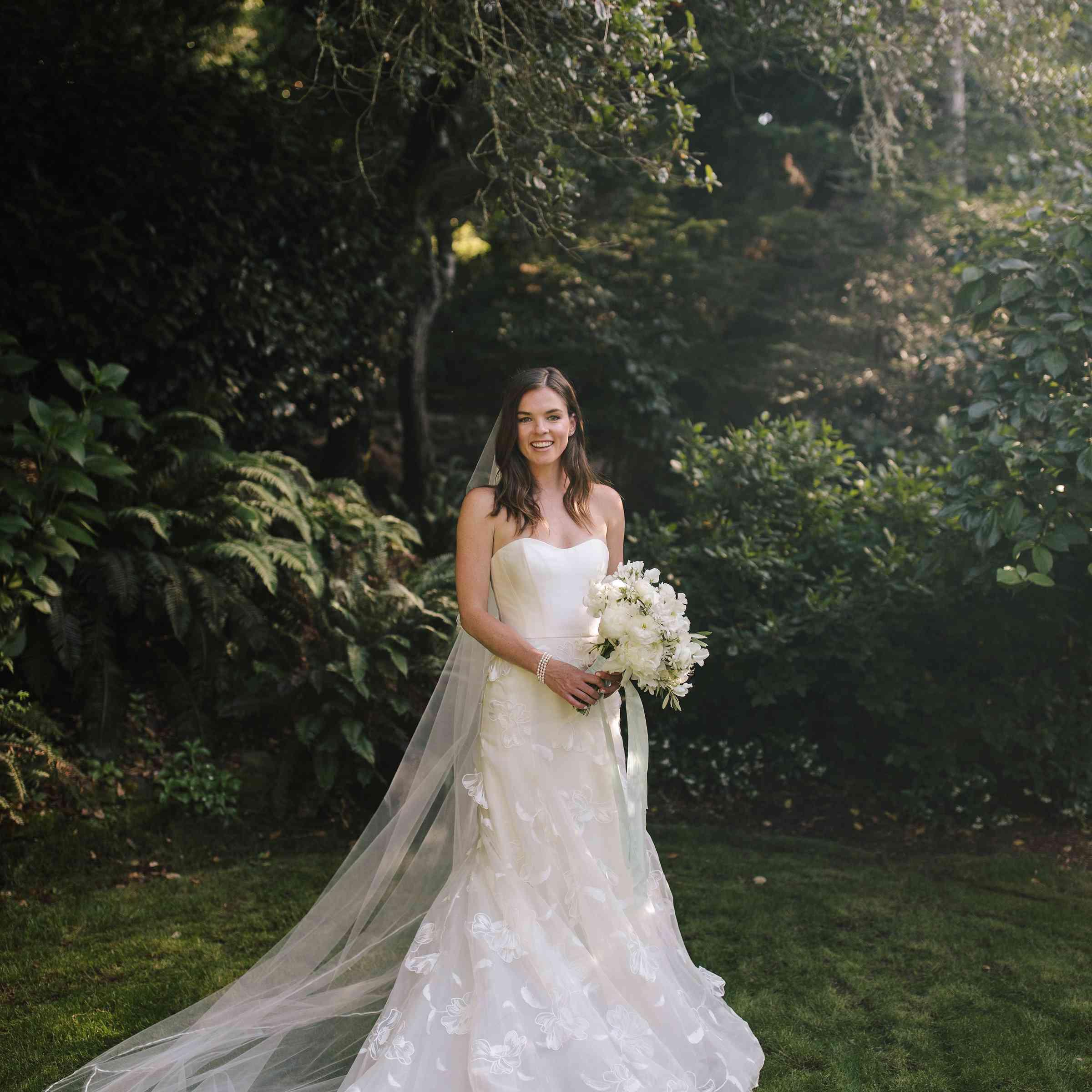 <p>bride with veil in wedding dress</p><br><br>