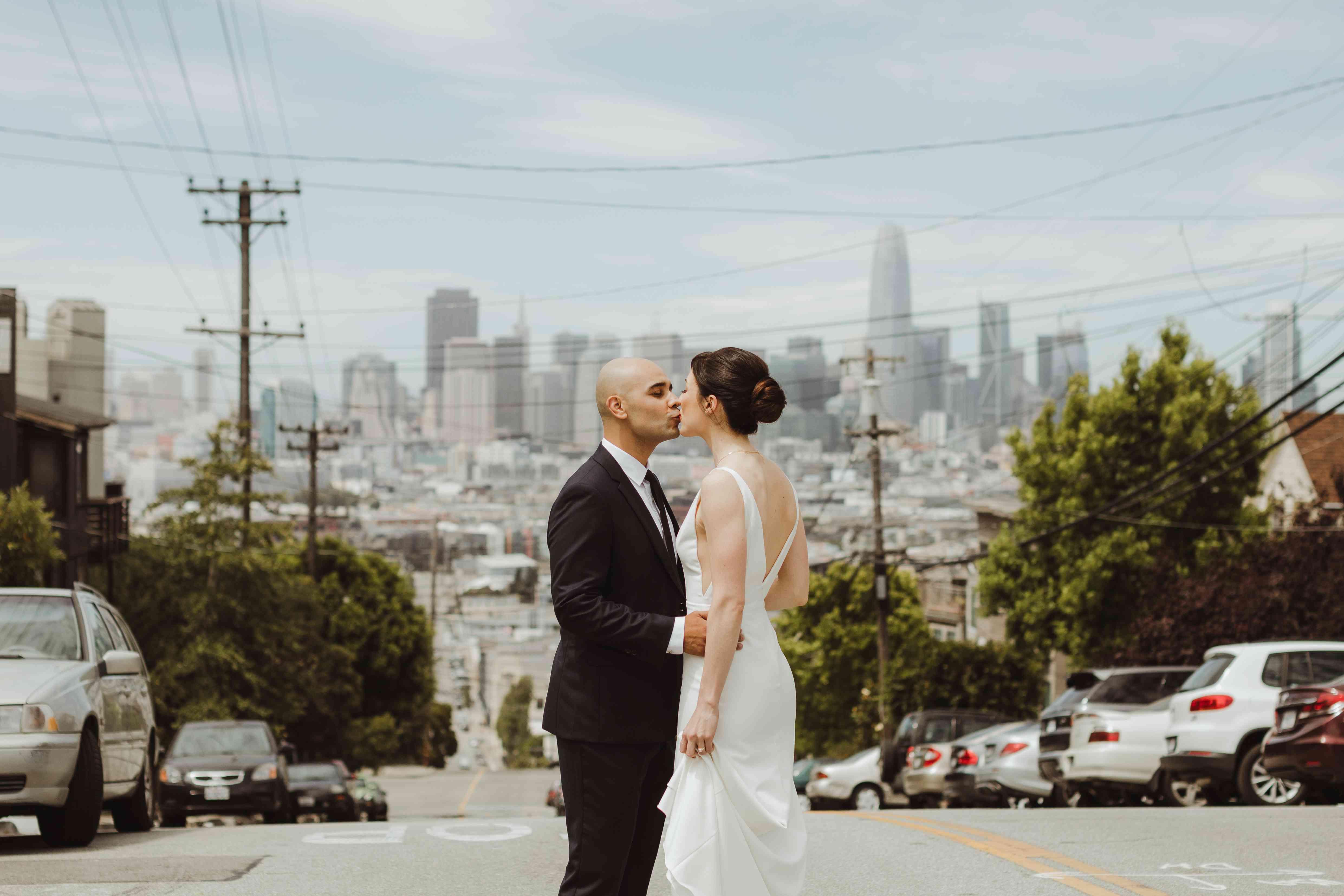 <p>bride and groom kissing san francisco skyline</p><br><br>
