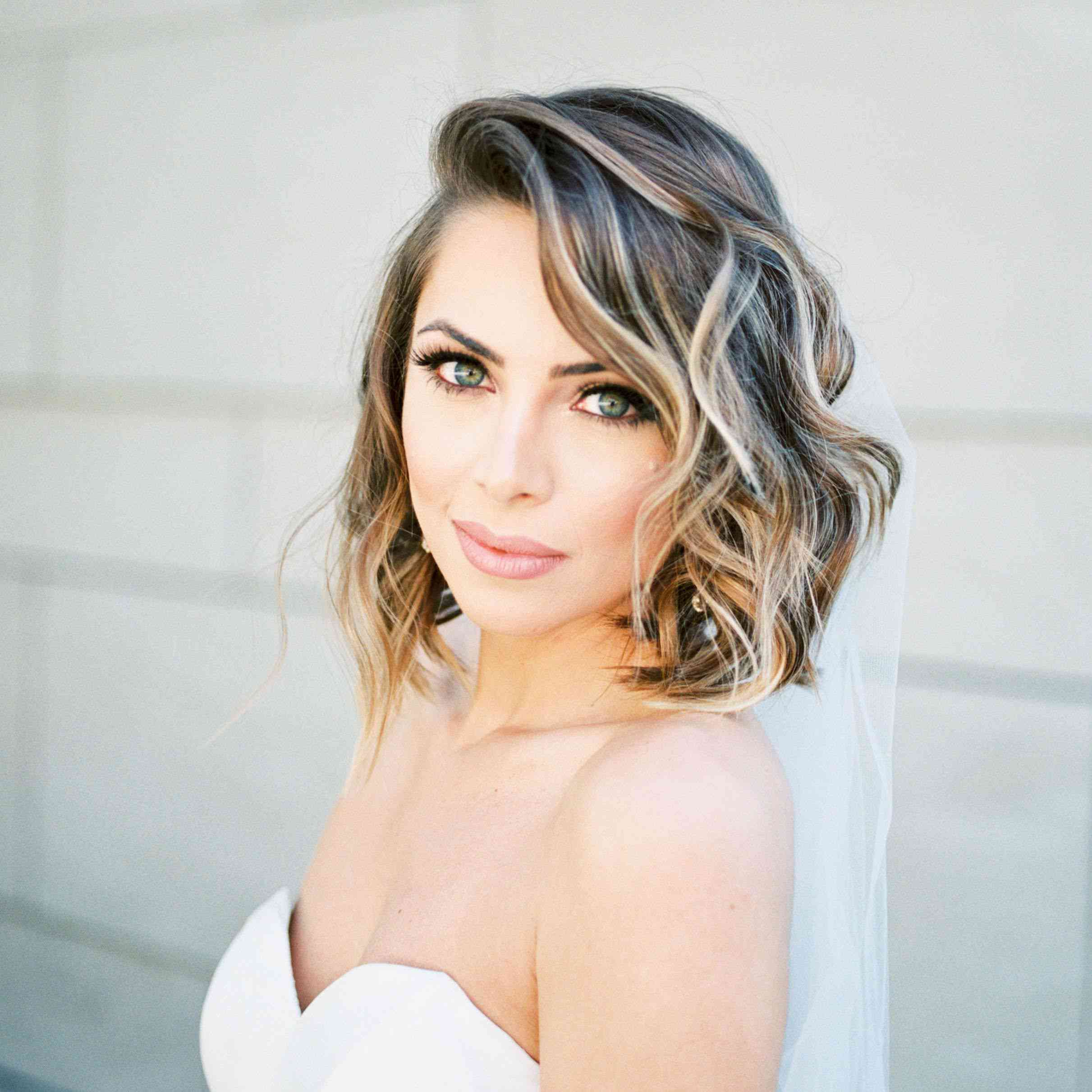 10 Wedding Hairstyles for Medium-Length Hair