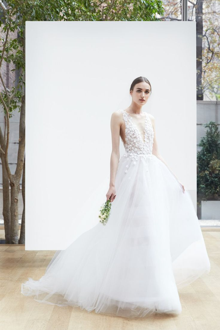 60 Wedding Dresses Perfect For Pear Shaped Figures