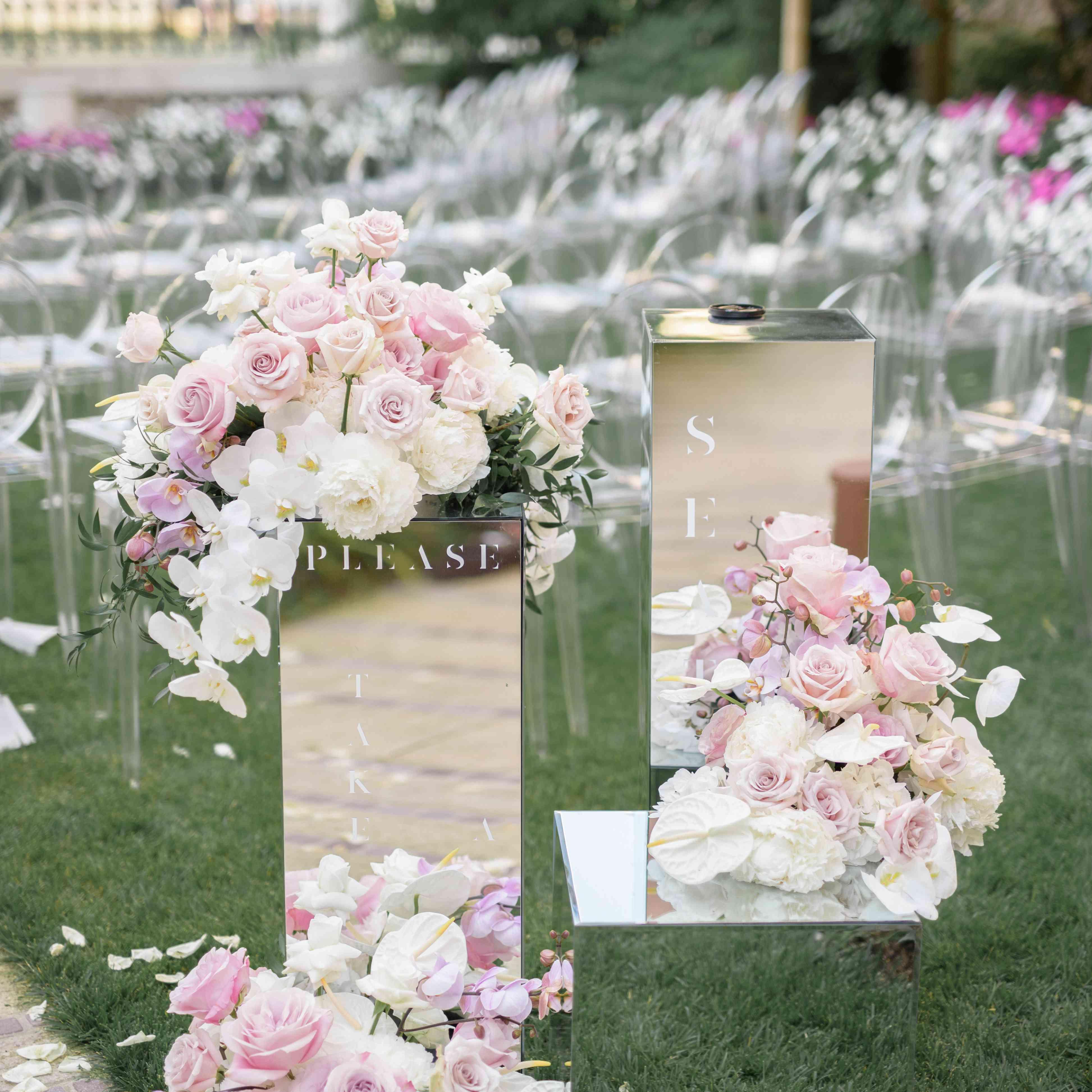 modern venice wedding, mirrored ceremony signs
