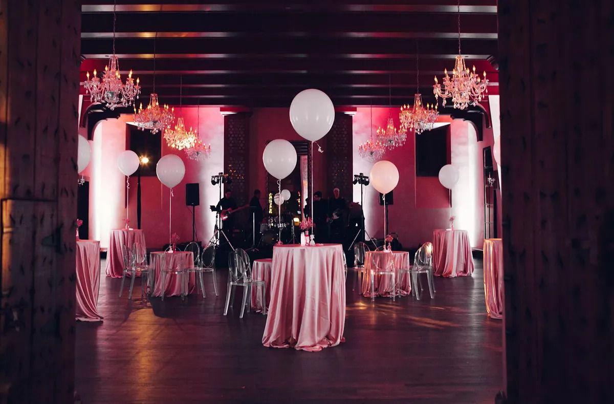 Bold balloon art Installations at the reception ballroom