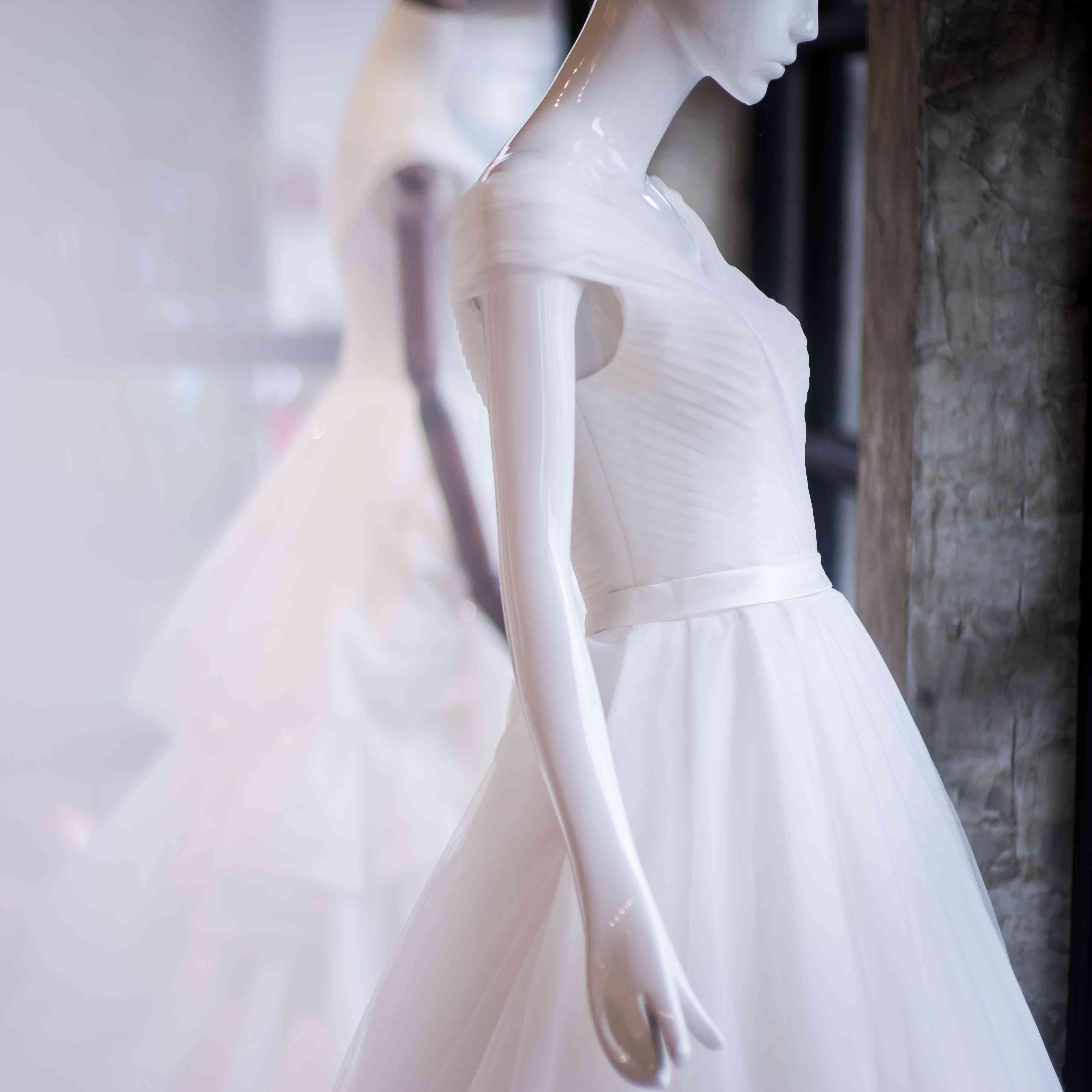 U K Bridal Store Includes Disabled Mannequin In Wedding