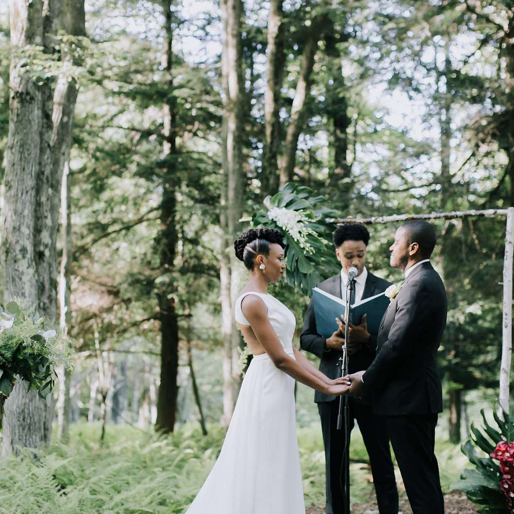 <p>bride and groom at altar</p><br><br>