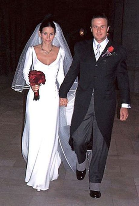 Courteney Cox marries David Arquette in Valentino, 1999