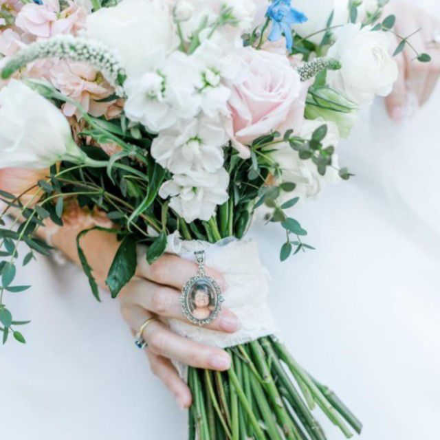 wedding bouquet with photo charm