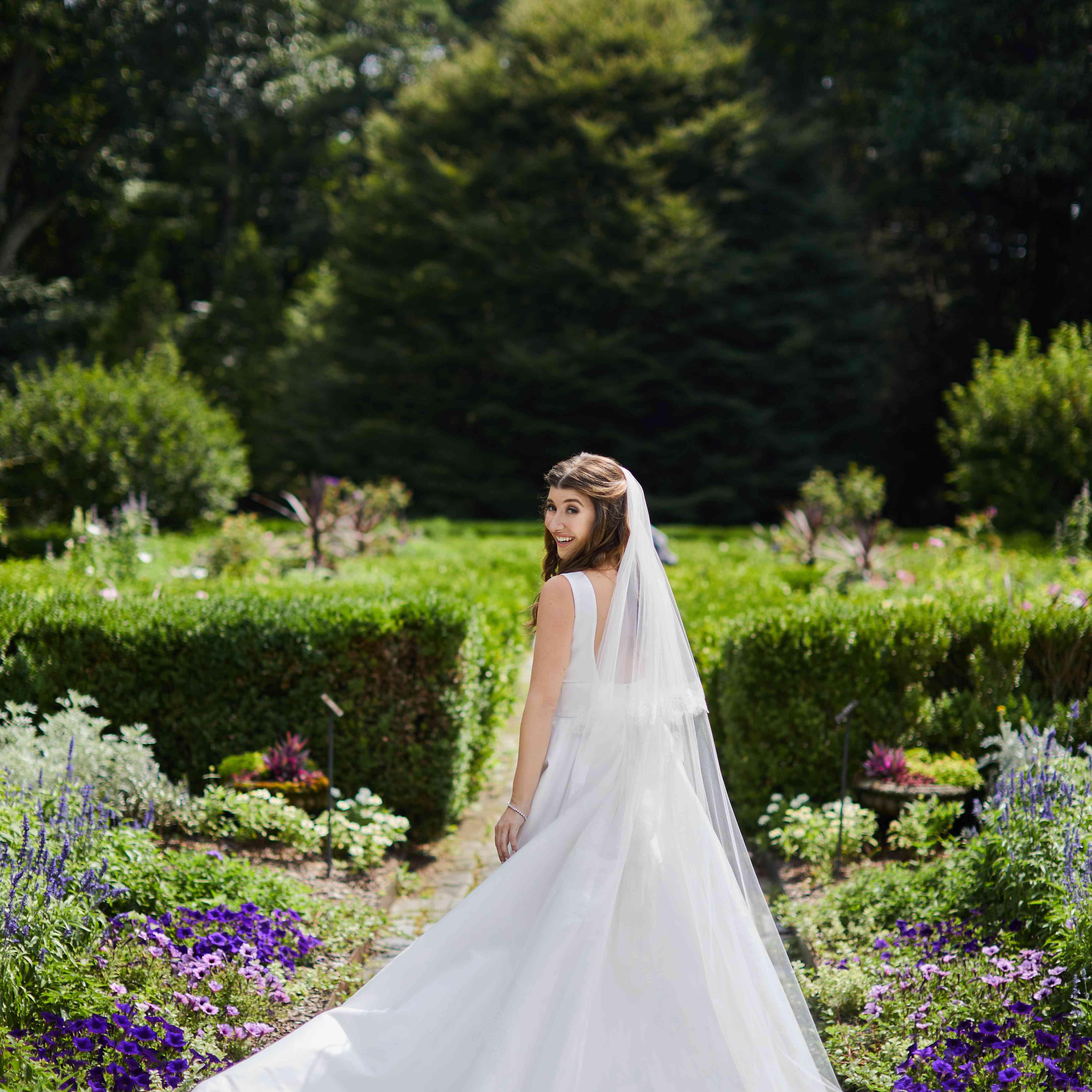bride in Monique Lhuillier