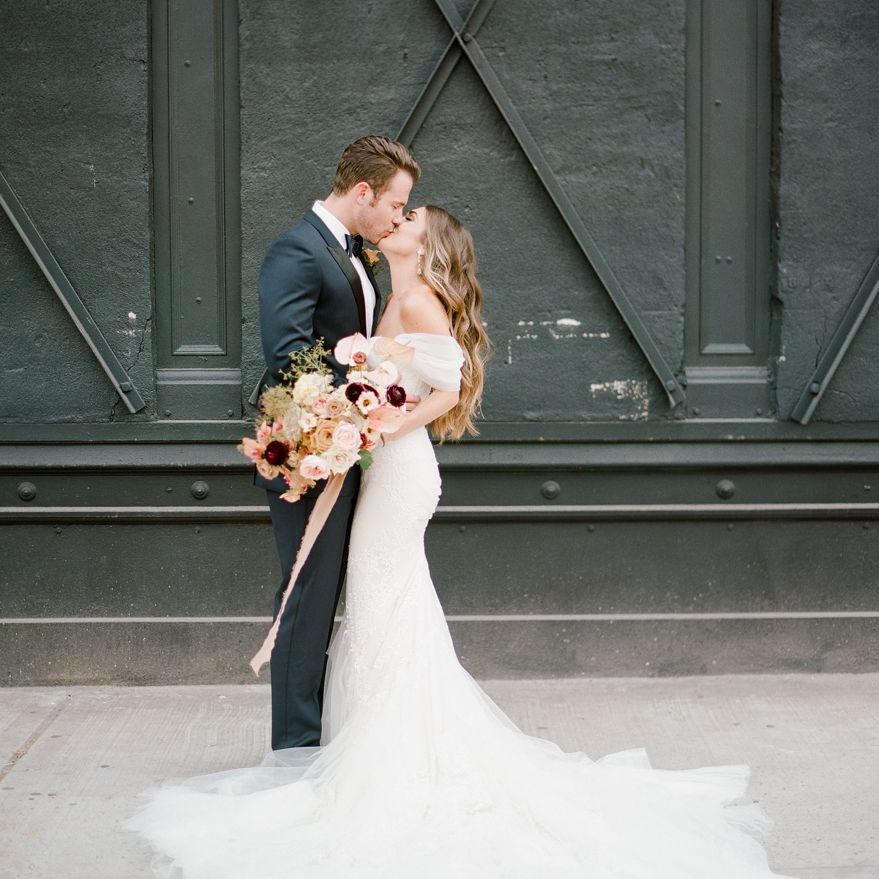 <p>Bride and groom kissing</p><br><br>