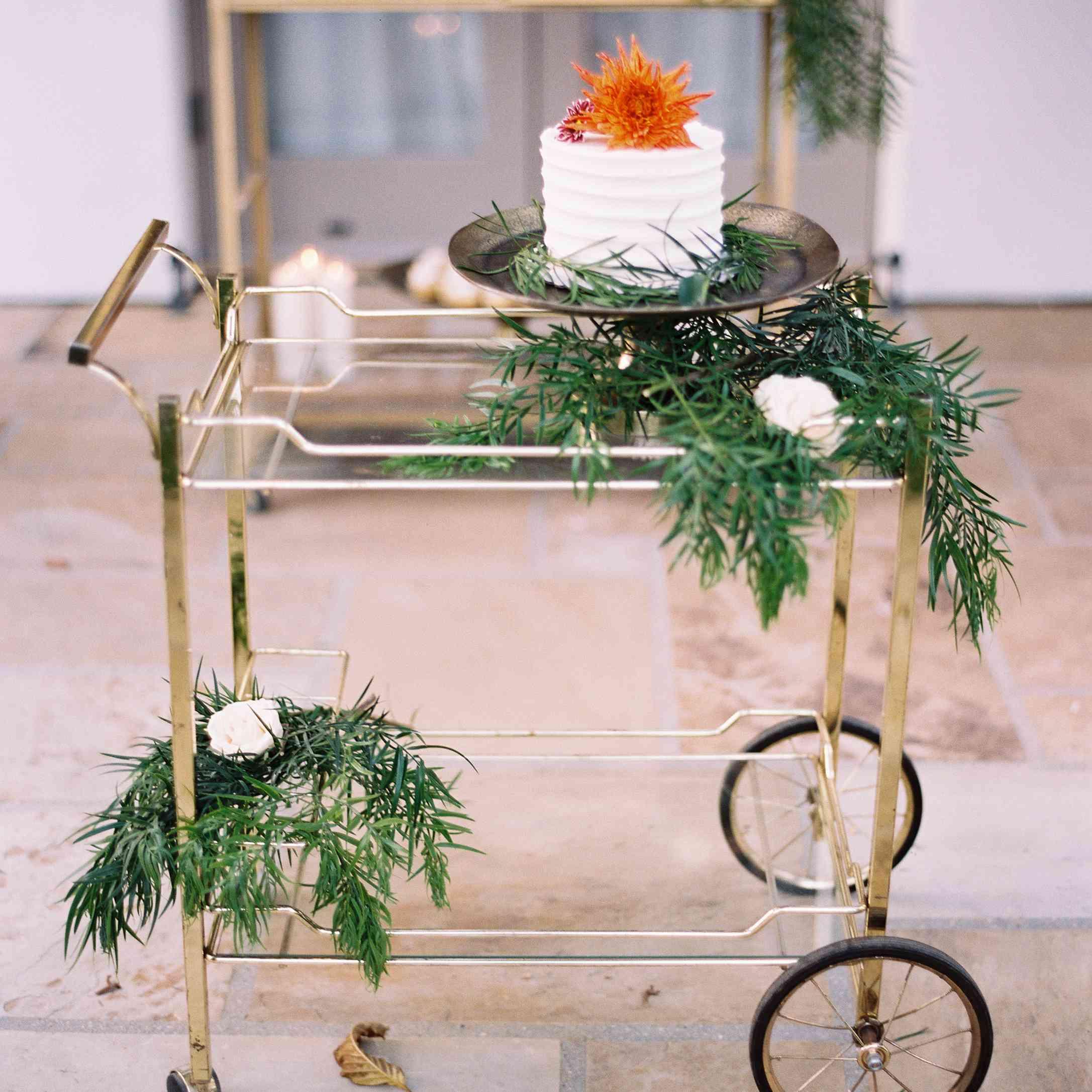 <p>Wedding cake cart</p>
