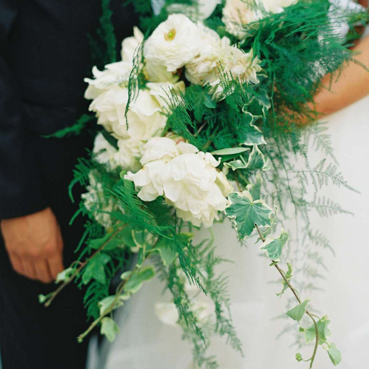 20 Stunning Cascading Bridal Bouquets