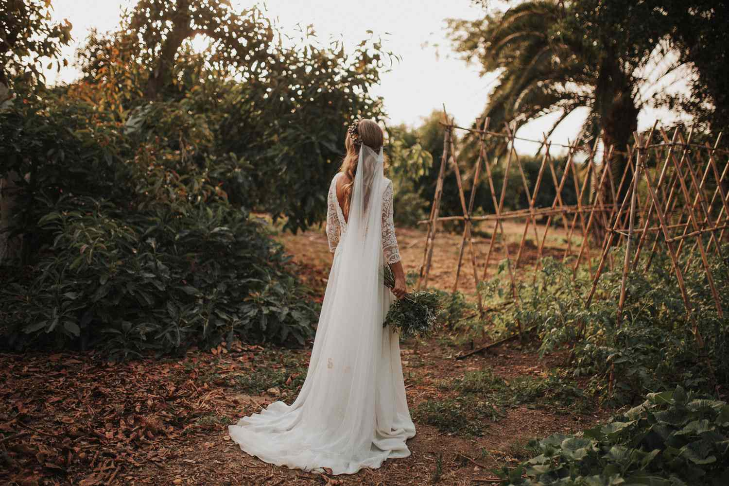 <p>Bride solo shot from behind</p><br><br>