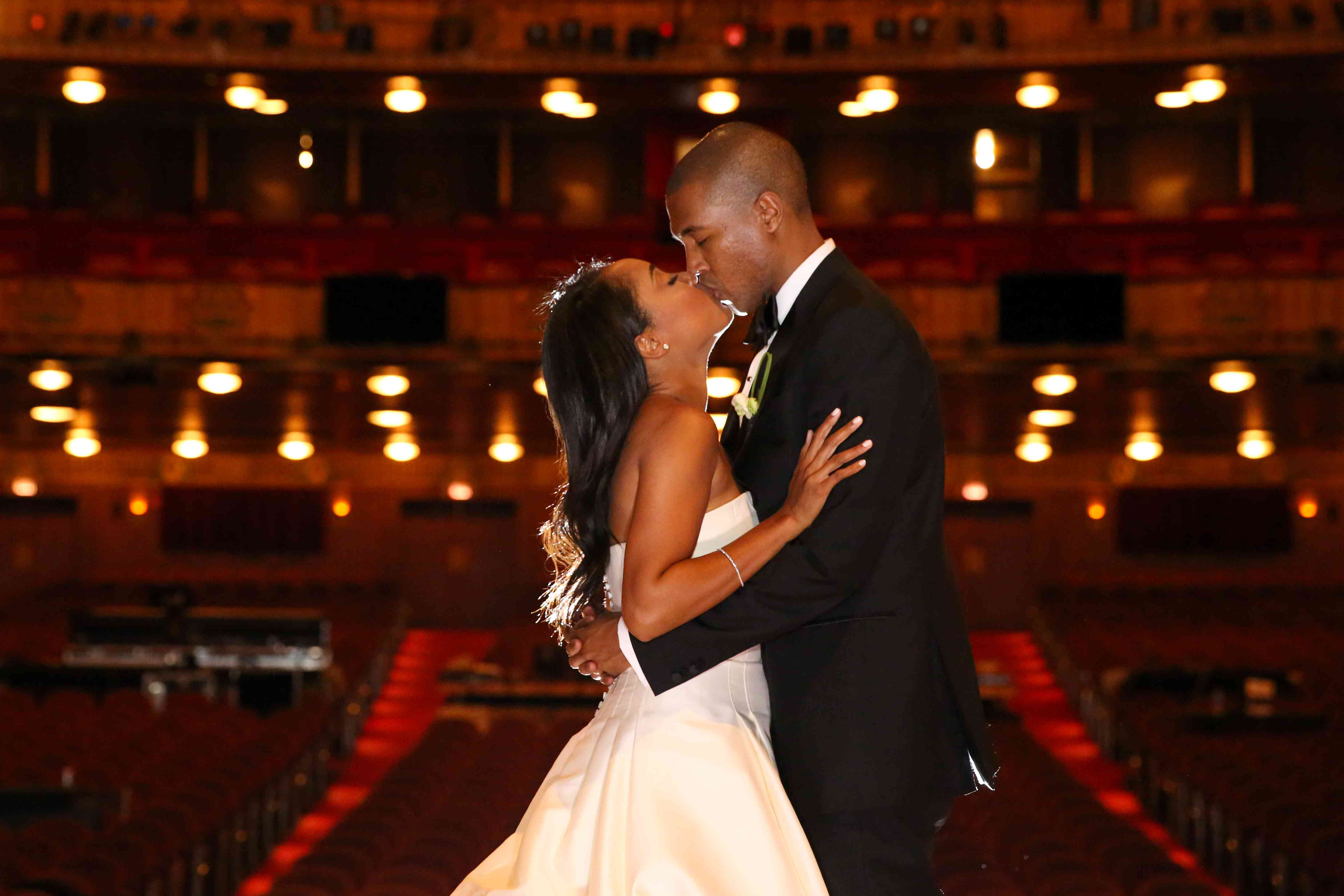 One Couple S Elegant Wedding At The Lyric Opera In Chicago