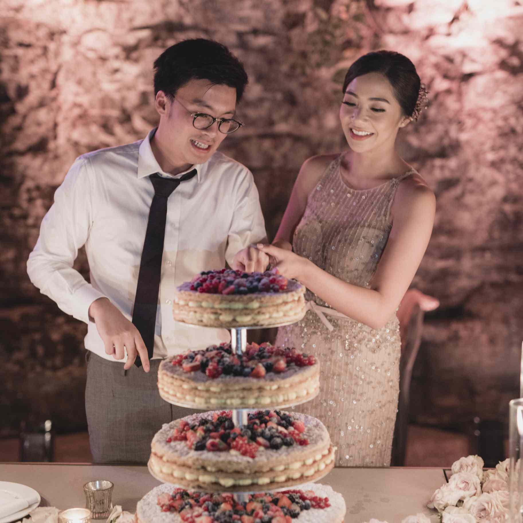 romantic lake como wedding, bride and groom cutting cake