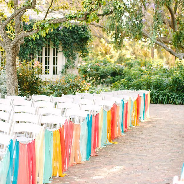 Aisle runner of colored streamers