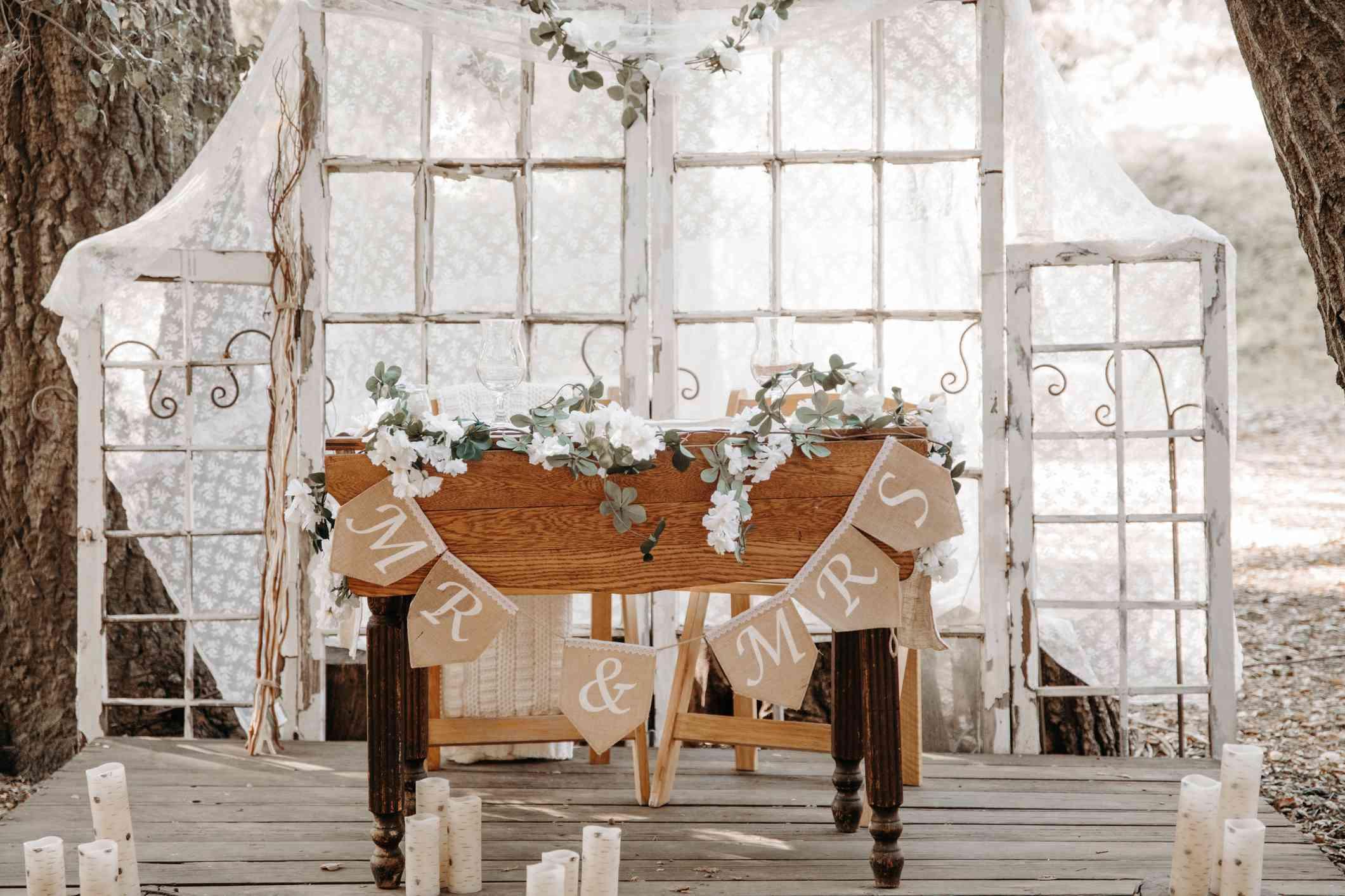 Vintage boho rustic sweetheart table