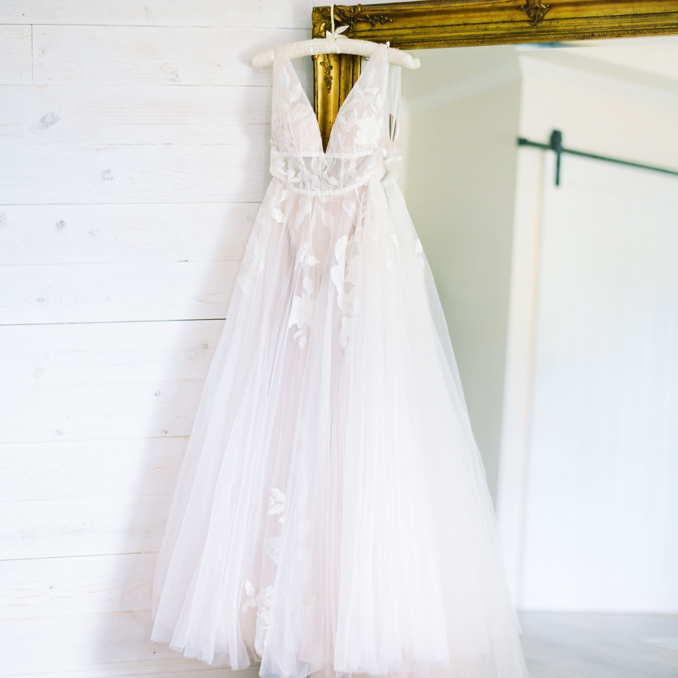 White Vs Ivory Wedding Dresses What S The Difference